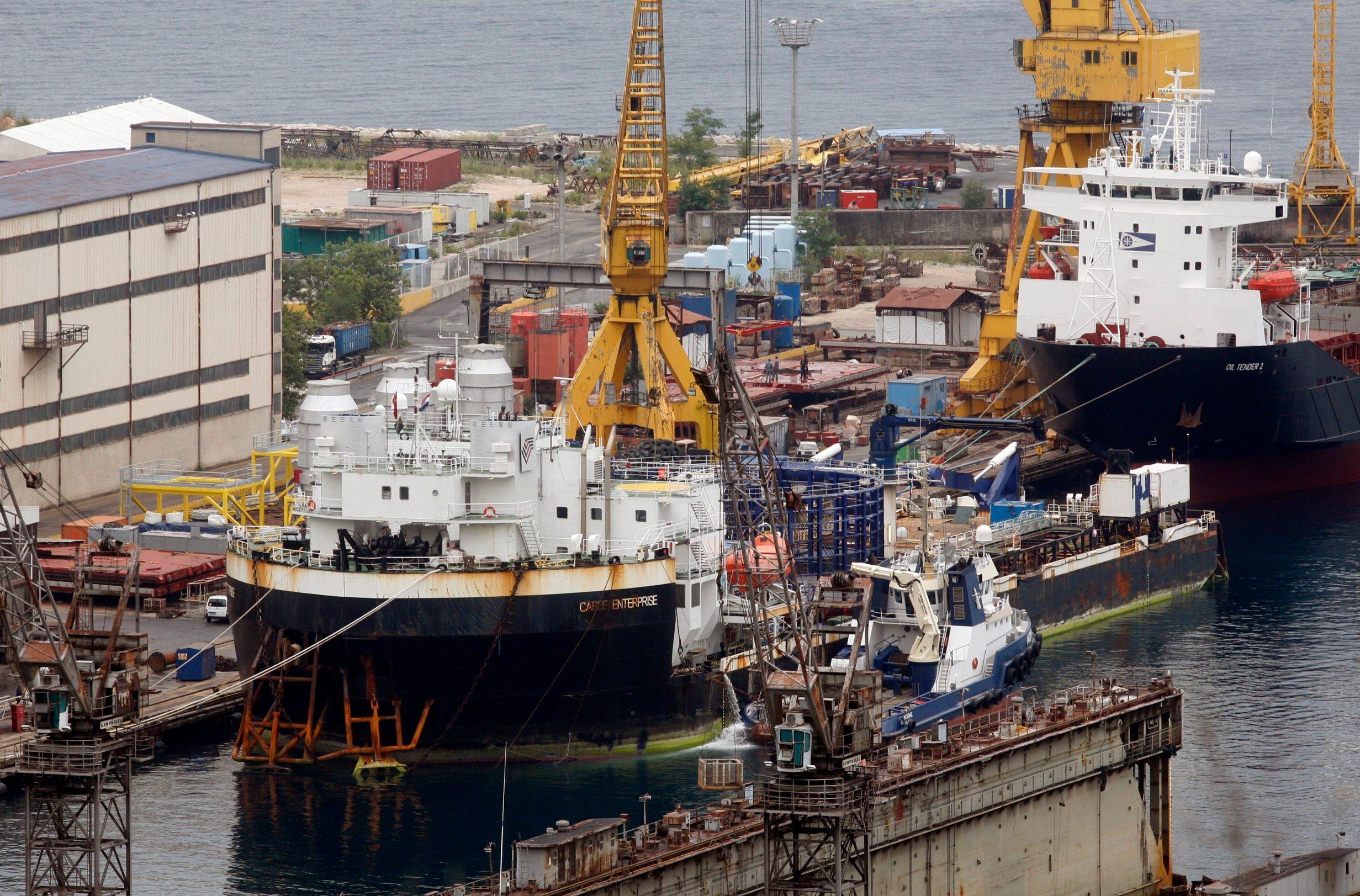 Rijeka, 210714. Na prinaku u remontno brodogradiliste Viktor Lenac dotegljen je brod Cable Enterprise, kabelopolagac-barza koji ce u brodogradilistu ostati do valjace iduce godine. Ovo je jedan od vecih poslova brodogradilista u novije vrijeme, vrijedan oko 20 milijuna eura. Foto: Tea Cimas / CROPIX