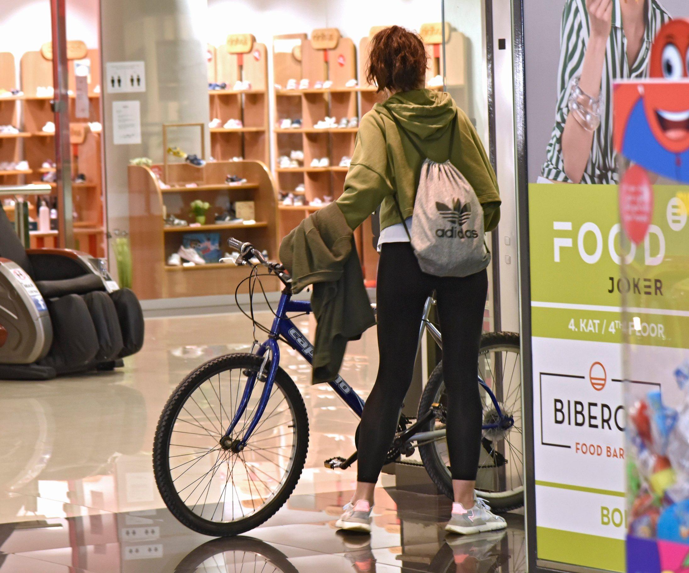 Split,110520 Shopping centar Joker. Danas je dopusteno otvaranje shoping centara u cijeloj Hrvatskoj kao dio popustanja mjera zastite od korona virusa. Na fotografiji: iz centra. Foto: Josko Supic / CROPIX