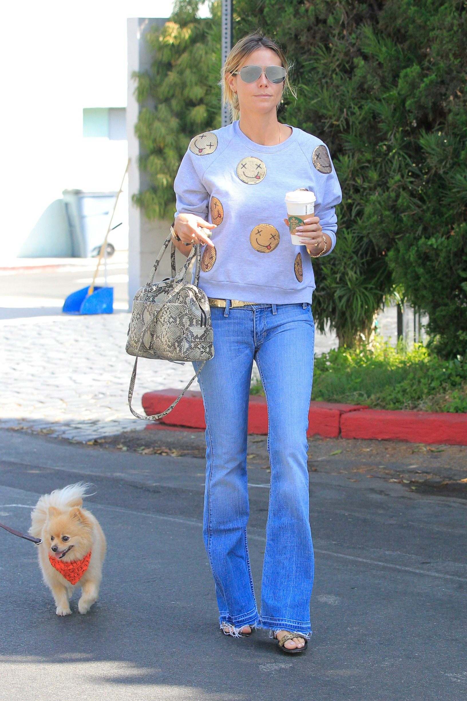 Los Angeles, CA - Busy mom Heidi Klum and daughter Helena enjoy a refreshment while out and about with their cute dog on this Sunday afternoon.          October 2, 2016, Image: 301735309, License: Rights-managed, Restrictions: , Model Release: no, Credit line: - / Backgrid USA / Profimedia