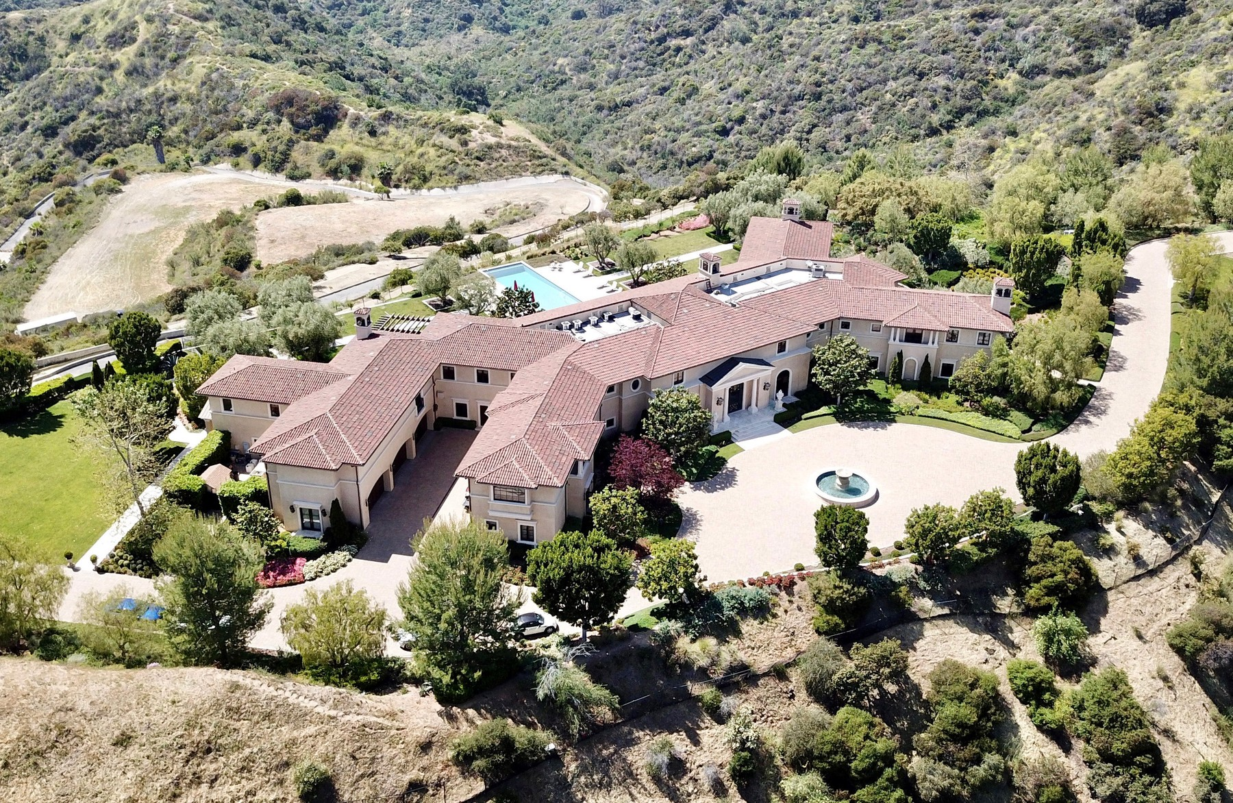 05/07/2020 GV: Meghan Markle and Prince Harry are reportedly staying at the  million dollar mansion owned by Tyler Perry in Los Angeles. The 25,000 square foot mega mansion features 8 bedrooms and 12 bathrooms and is tucked away in the mountains above Beverly Hills and lies at the back of a 24/7 guard-gated community known as Beverly Ridge Estates.    **AERIAL VIDEO AVAILABLE**, Image: 518019403, License: Rights-managed, Restrictions: NO usage without agreed price and terms. Please contact sales@theimagedirect.com, Model Release: no, Credit line: TheImageDirect.com / The Image Direct / Profimedia