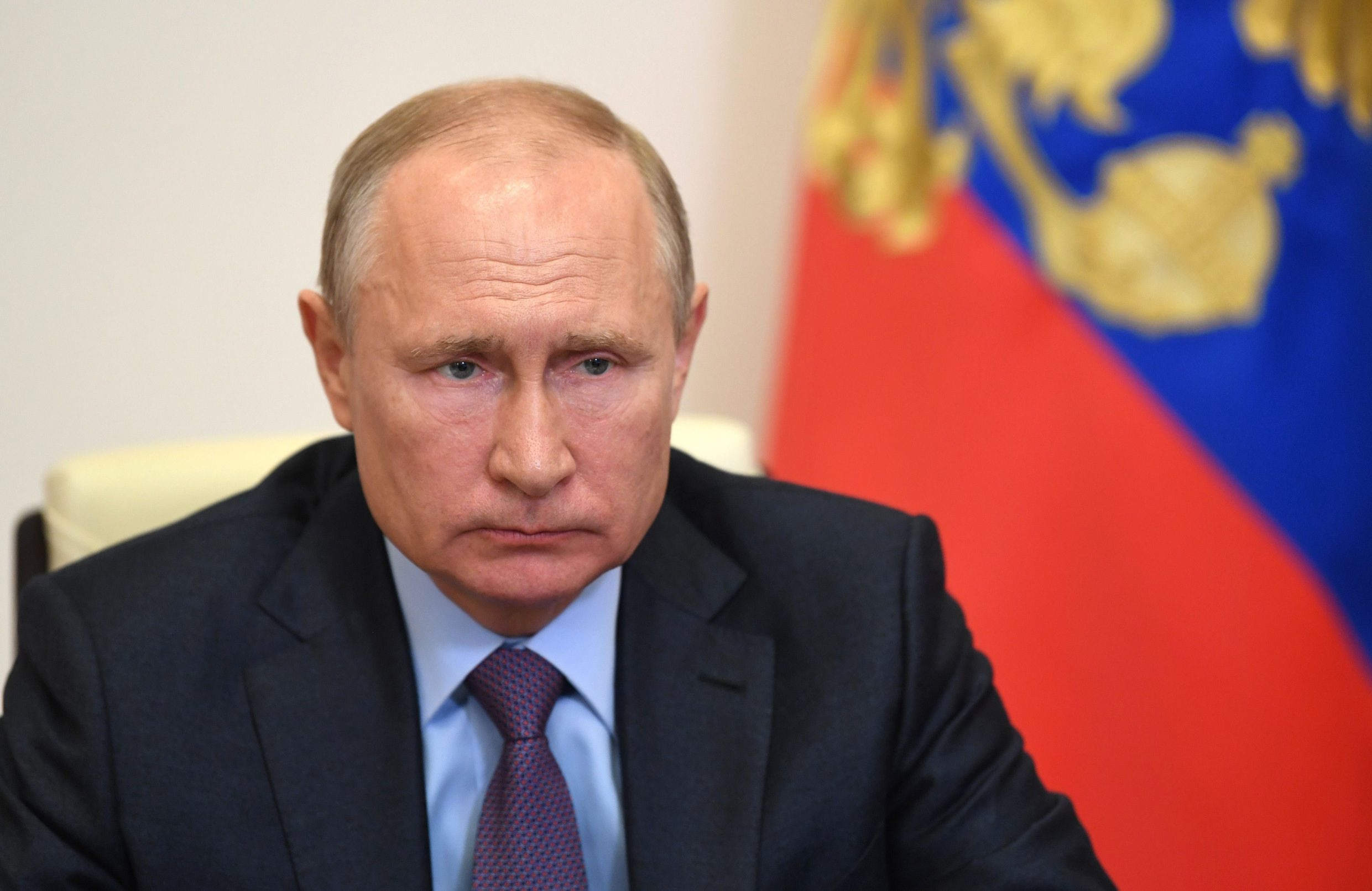 Russian President Vladimir Putin chairs a meeting focused on the support to the aviation industry and the air transportation at his country residence in Novo-Ogaryovo outside Moscow, on May 13, 2020. - The aviation sector has been particularly hard hit by the COVID-19 outbreak, (the novel coronavirus). (Photo by Alexey NIKOLSKY / SPUTNIK / AFP)