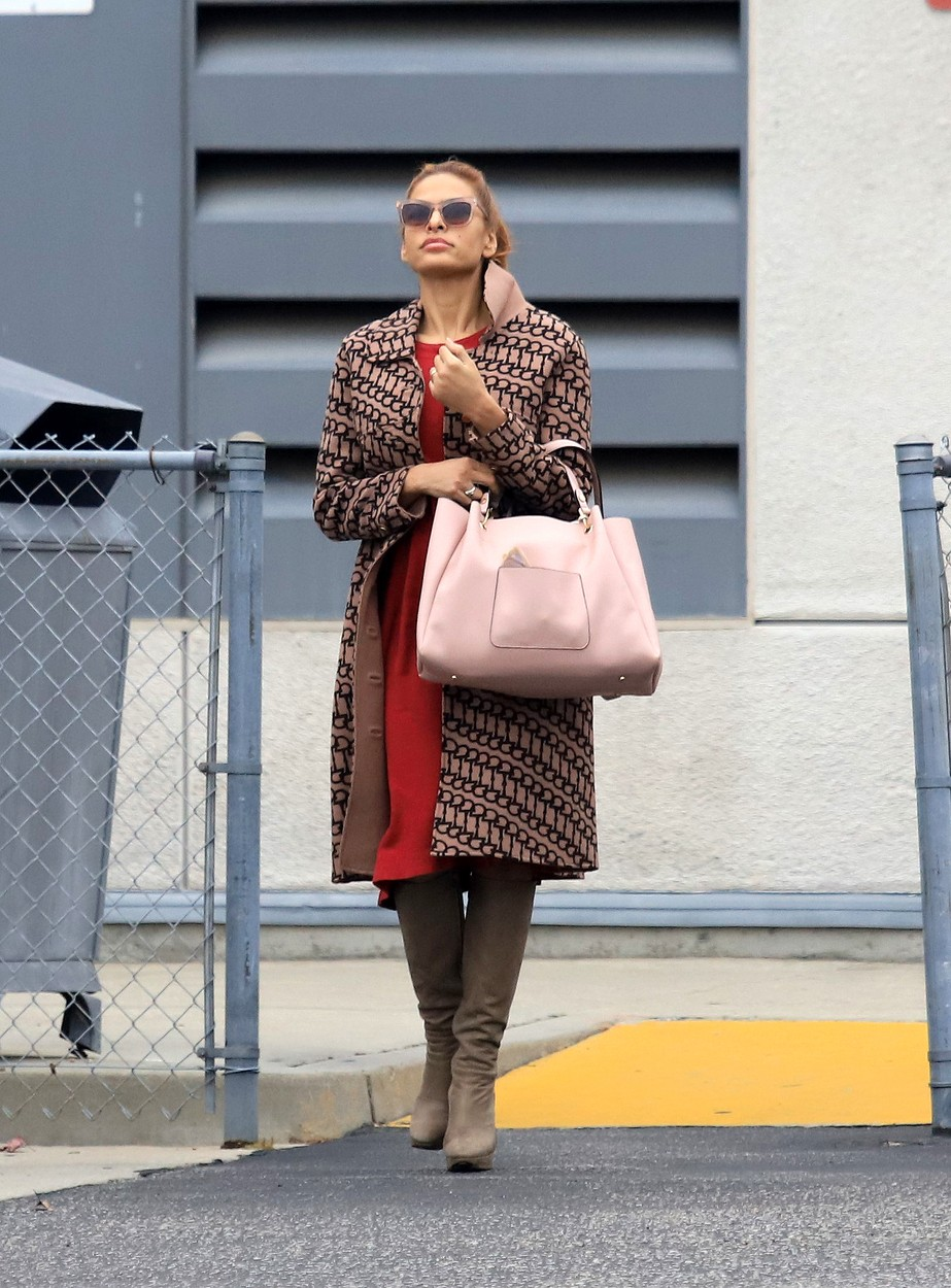 01/21/2020 EXCLUSIVE: Eva Mendes look stylish while out and about in Los Angeles. The 45 year old actress headed to Starbucks wearing a patterned trench coat, red dress, knee high boots, and carrying a large pink handbag., Image: 494230362, License: Rights-managed, Restrictions: Exclusive NO usage without agreed price and terms. Please contact sales@theimagedirect.com, Model Release: no, Credit line: TheImageDirect.com / The Image Direct / Profimedia