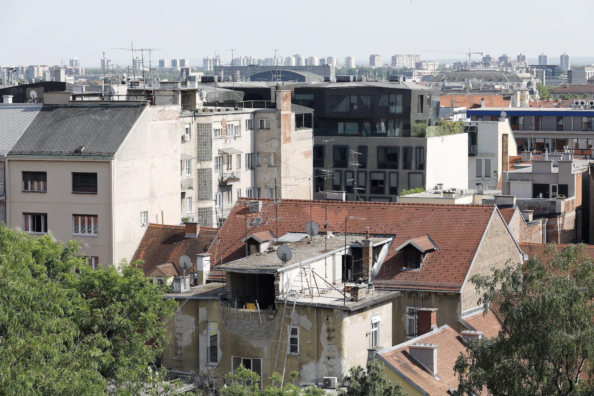 Zagreb, 090520. Grad 50 dana nakon potresa. Na fotografiji: obnova zgrade. Foto: Tomislav Kristo / CROPIX