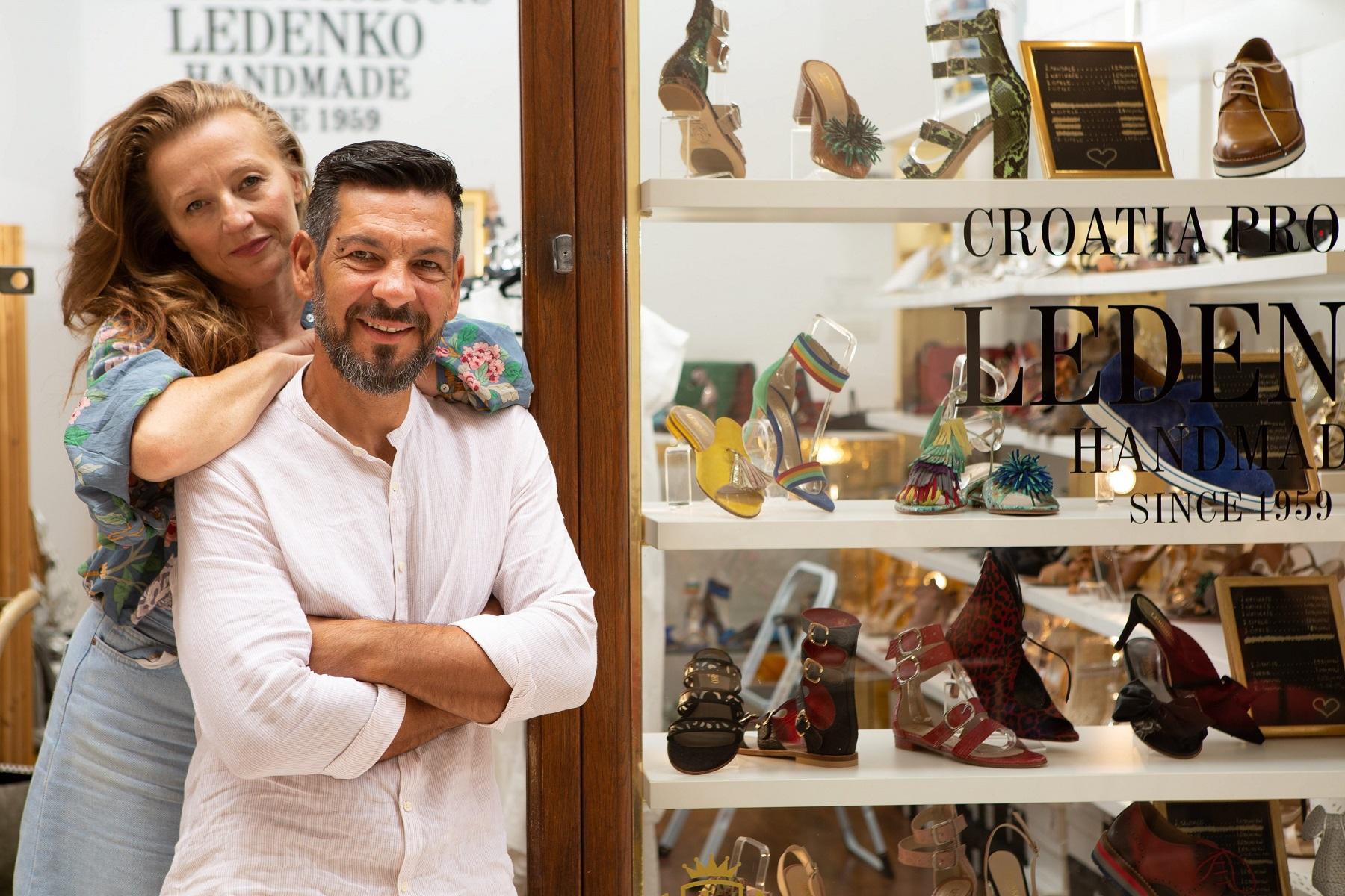 Split,100719. Ivan Ledenko i supruga Sandra, splitski dizajneri i proizvodjaci sipela sa kastelanskom adresom i trgovinom u splitskoj gradskoj jezgri. Foto: Sasa Buric / CROPIX