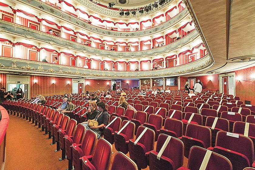 Split, 180520.  Nakon dva mjeseca izolacije, splitsko je kazaliste prvo u Hrvatskoj otvorilo vrata publici prikazivajuci dramu Laponija. Foto: Ante Cizmic / CROPIX