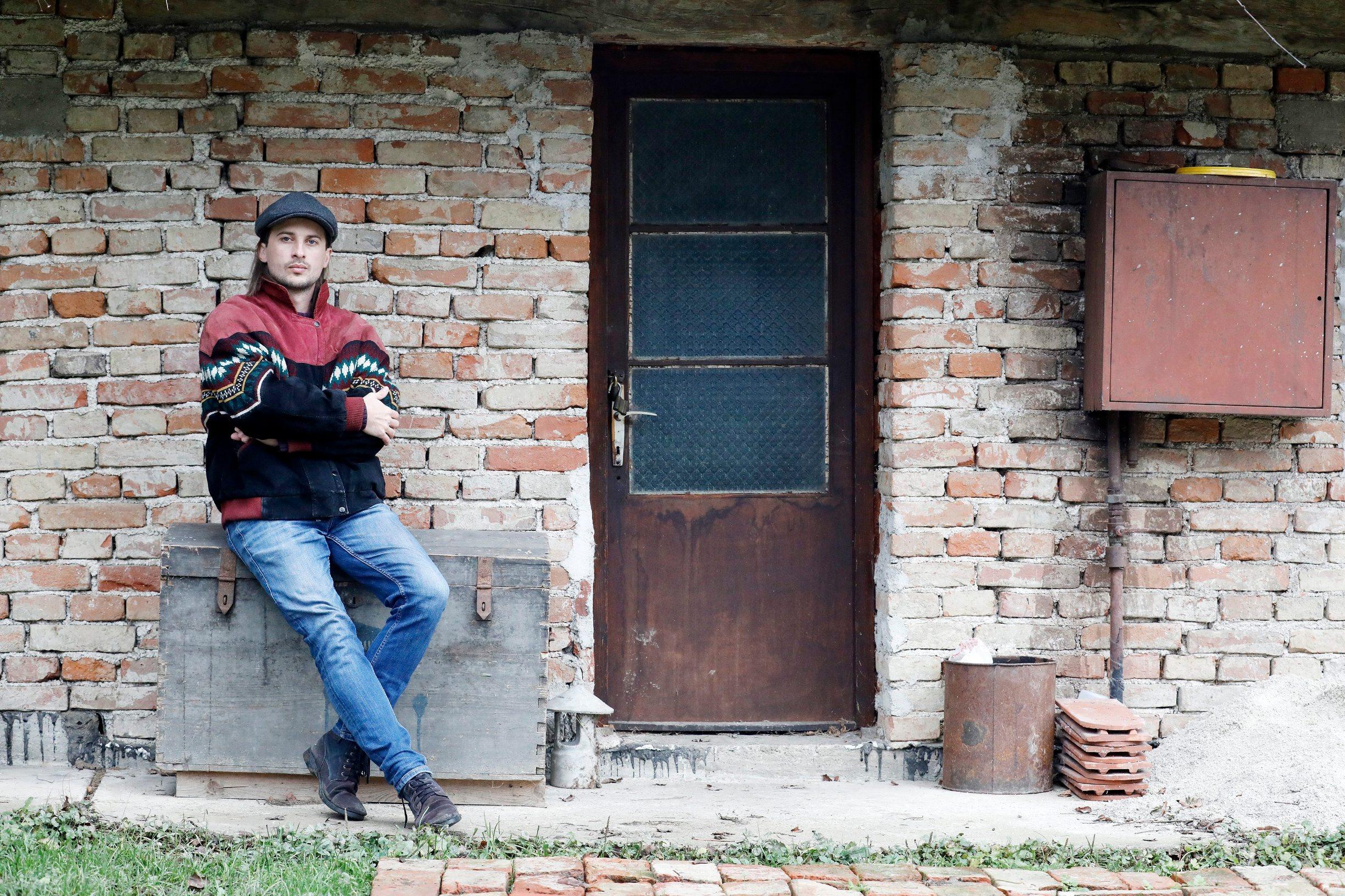 Zabok, 041219. Glazbenik Nikola Vranic, poznat pod umjetnickim imenom JR August. Na fotografiji: Nikola Vranic. Foto: Tomislav Kristo / CROPIX