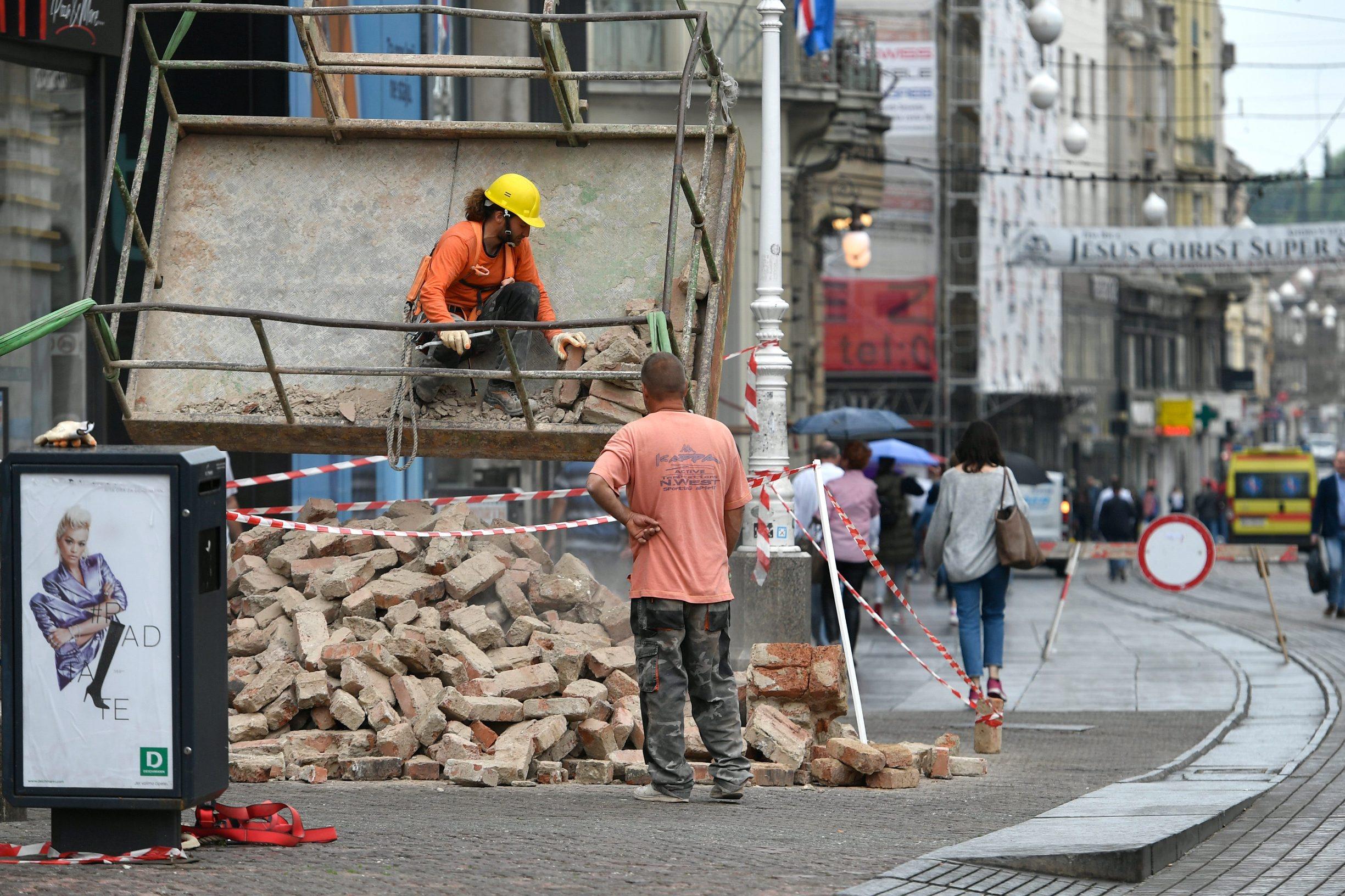 Zagreb, 190520.  Trg bana jelacica. Radovi na otklanjanju posljedica potresa u Zagrebu. Foto: Goran Mehkek / CROPIX