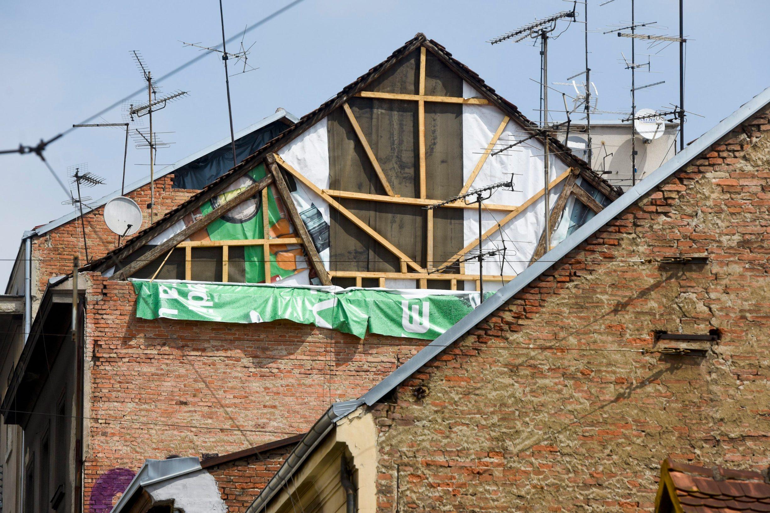Zagreb, 170520. Centar grada. Aktualno stanje nekih zgrada stradalih u potresu koji se dogodio 22. ozujka 2020. godine. Foto: Darko Tomas / CROPIX