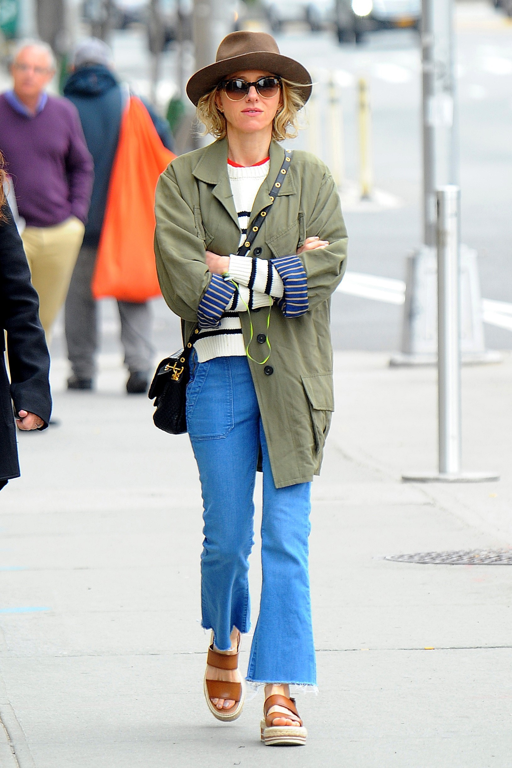 AG_827737 - *EXCLUSIVE* New York, NY  - Actress Naomi Watts takes a stroll through the streets of New York wearing a brown fedora and trendy green field jacket with her new Spring favorite, Prada Double-Band Espadrille Platform Sandals.  Naomi appeared to be in deep thought while making her way back home.  Pictured: Naomi Watts  24 APRIL 2017, Image: 330134113, License: Rights-managed, Restrictions: , Model Release: no, Credit line: JosiahW / Backgrid USA / Profimedia