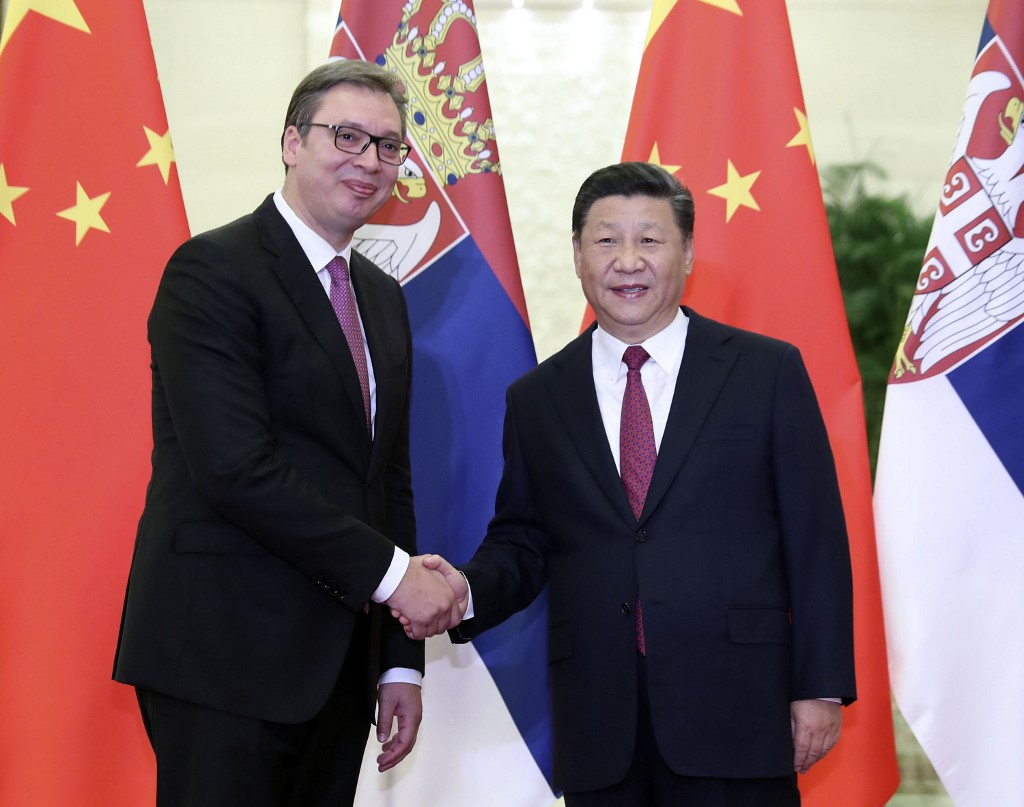 (180918) -- BEIJING, Sept. 18, 2018 (Xinhua) -- Chinese President Xi Jinping meets with Serbian President Aleksandar Vucic at the Great Hall of the People in Beijing, capital of China, Sept. 18, 2018. Aleksandar Vucic is in China to attend the Summer Davos Forum. (Xinhua/Ding Lin) (lmm)