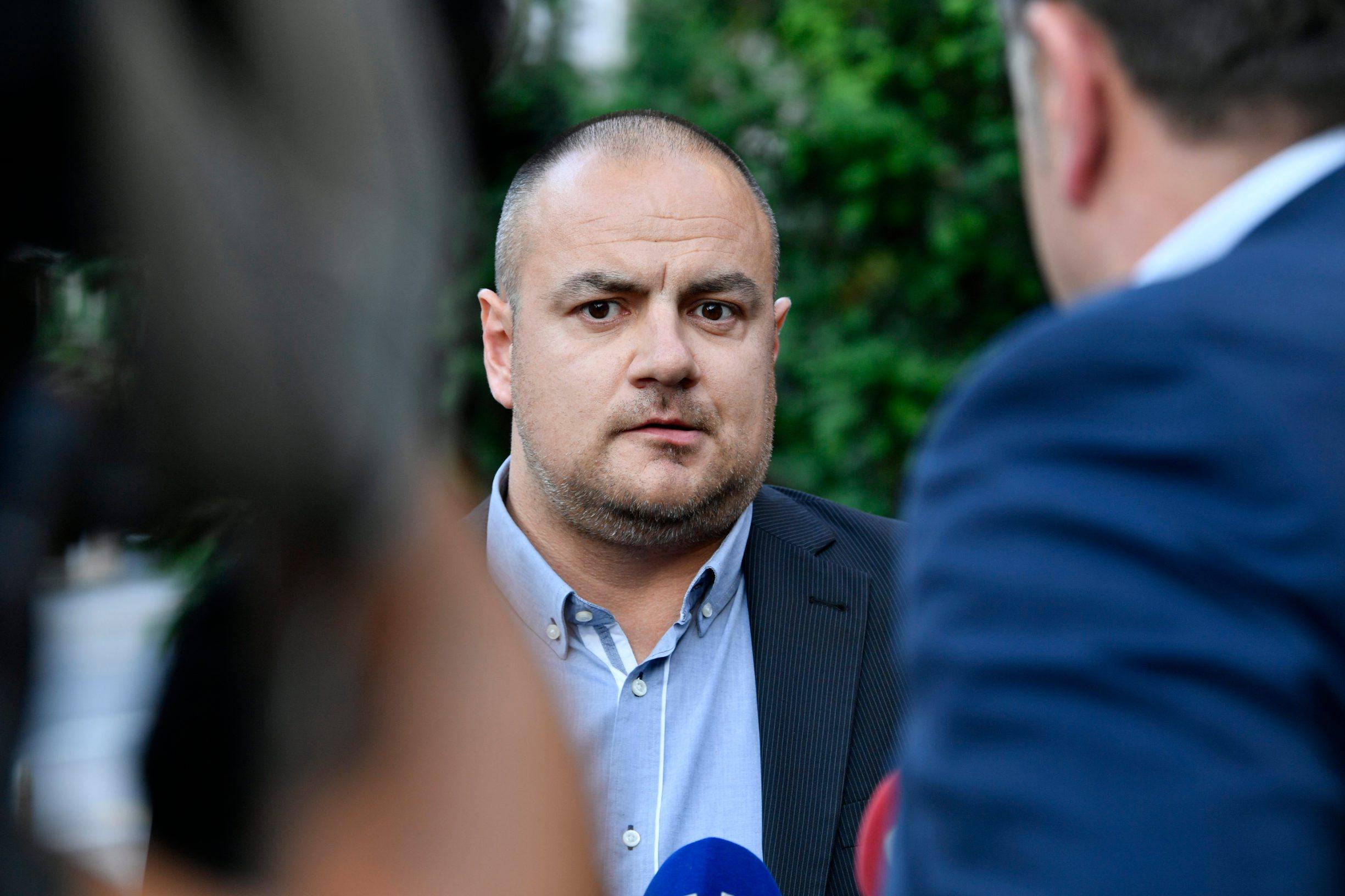 Zagreb, 290520.  Vinko Gulisija, odvjetnik uhicene Josipe Rimac, ispred zgrade USKOK-a dao izjavu za medije.  Foto: Boris Kovacev / CROPIX