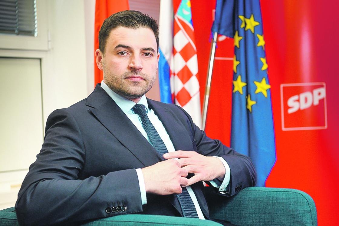 Zagreb, 280520.  Sjediste SDP-a, Iblerov trg. Davor Bernardic, predsjednik SDP-a. Foto: Goran Mehkek / CROPIX