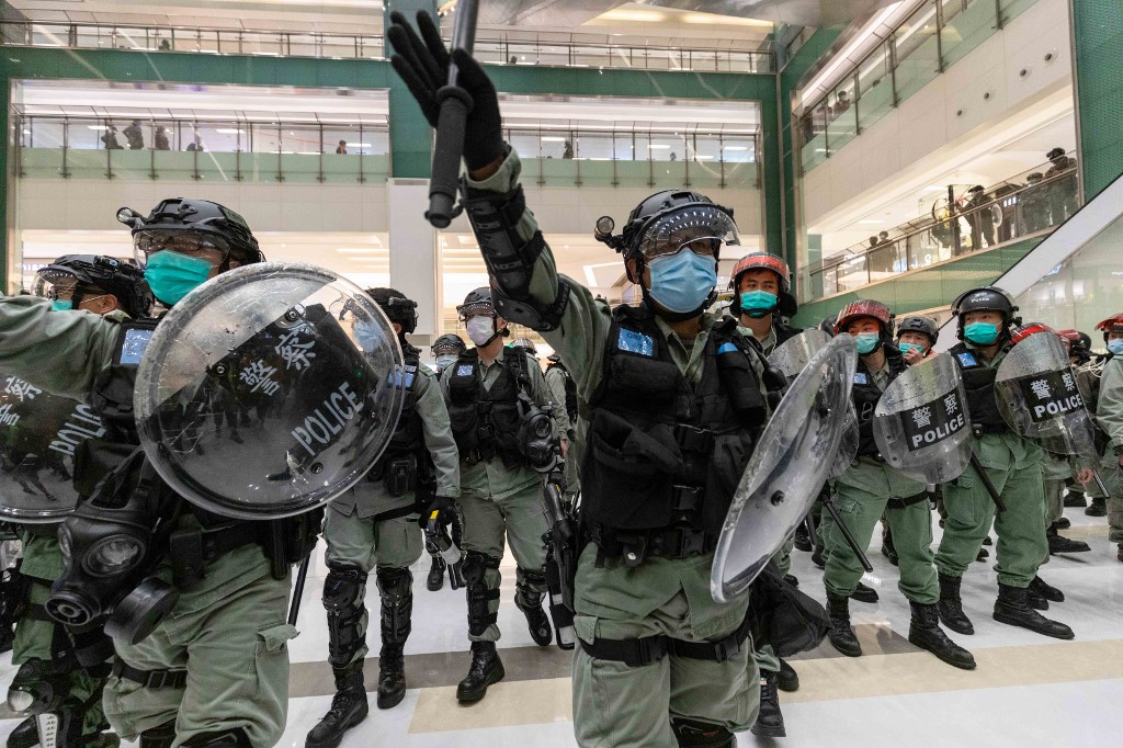 Massive riot police disperse protesters dressed in black had gathered at Sha Tin New Town Plaza, Hong Kong, on May 1, 2020 to participate in a singing protest. The city's anti-government protests return as Covid-19 cases drop.  (HW Chan/EYEPRESS)