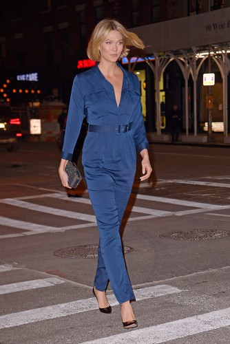12/12/2019 Karlie Kloss is pictured stepping out in New York City. The 27 year old supermodel wore a navy blue jumper and white fur coat while arriving at Primo's restaurant., Image: 487810111, License: Rights-managed, Restrictions: NO usage without agreed price and terms. Please contact sales@theimagedirect.com, Model Release: no, Credit line: TheImageDirect.com / The Image Direct / Profimedia