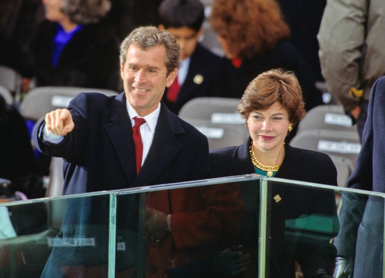 Businessman George W. Bush waves from the podium prior to his Dad, United States President-elect George H.W. Bush being sworn-in as 41st President of the United States at the US Capitol on January 20, 1989.  At right is his wife, Laura Bush., Image: 359058289, License: Rights-managed, Restrictions: *** World Rights ***, Model Release: no, Credit line: CNP / ddp USA / Profimedia