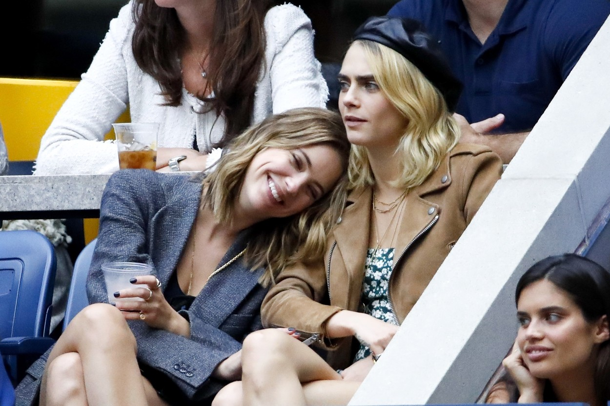 Flushing Meadows, NY  - Cara Delevingne and Ashley Benson watching Serena Williams Vs Bianca Andreescu during the women's finals on Arthur Ashe Stadium at the USTA Billie Jean King National Tennis Center. The happy couple could be seen smiling and smooching while they watched the match.  *UK Clients - Pictures Containing Children Please Pixelate Face Prior To Publication*, Image: 469653808, License: Rights-managed, Restrictions: , Model Release: no, Credit line: BACKGRID / Backgrid USA / Profimedia