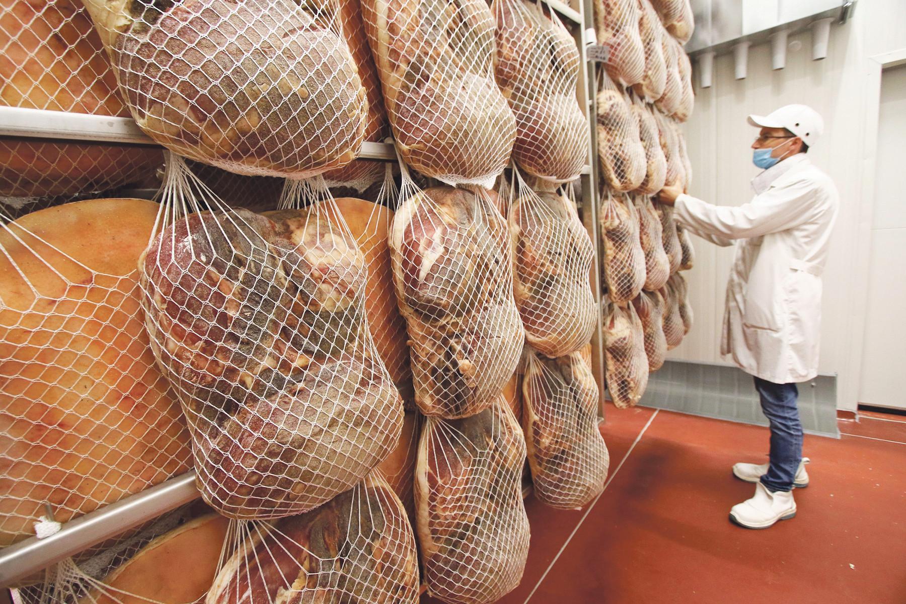 JL-SPECIAL Vrgorac, 060520 Novo otvorena prsutana mesne industrije Braca Pivac u gospodarskoj zoni Ravca kod Vrgorca. Na fotografiji : Nova prsutana MI Braca Pivac. Foto: Ivo Ravlic / CROPIX