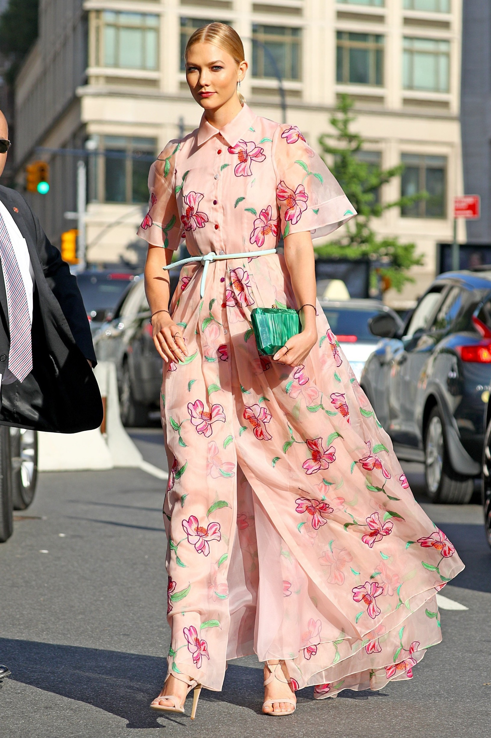 New York, NY  - Karlie Kloss heads to the FIFI awards wearing a Pink floor length floral gown with polo collar and t-shirt sleeves, NYC.  Pictured: Karlie Kloss    *UK Clients - Pictures Containing Children Please Pixelate Face Prior To Publication*, Image: 337888686, License: Rights-managed, Restrictions: , Model Release: no, Credit line: BACKGRID / Backgrid USA / Profimedia