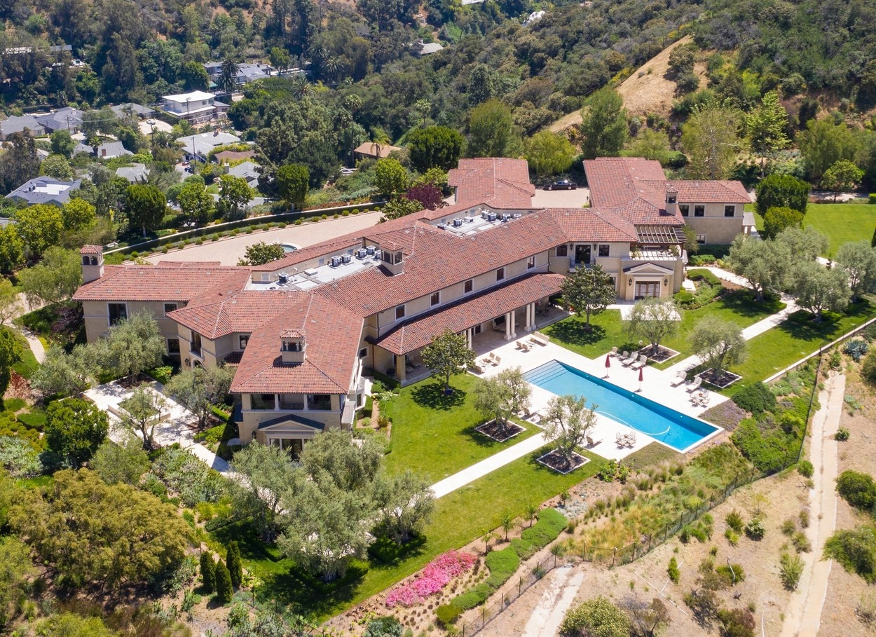 Beverly Hills, CA  - Aerial views of Meghan Markle and Prince Harry living in Tyler Perry's  Million Beverly Hills Mansion.  BACKGRID USA 7 MAY 2020, Image: 517850286, License: Rights-managed, Restrictions: , Model Release: no, Credit line: Clint Brewer Photography / BACKGRID / Backgrid USA / Profimedia