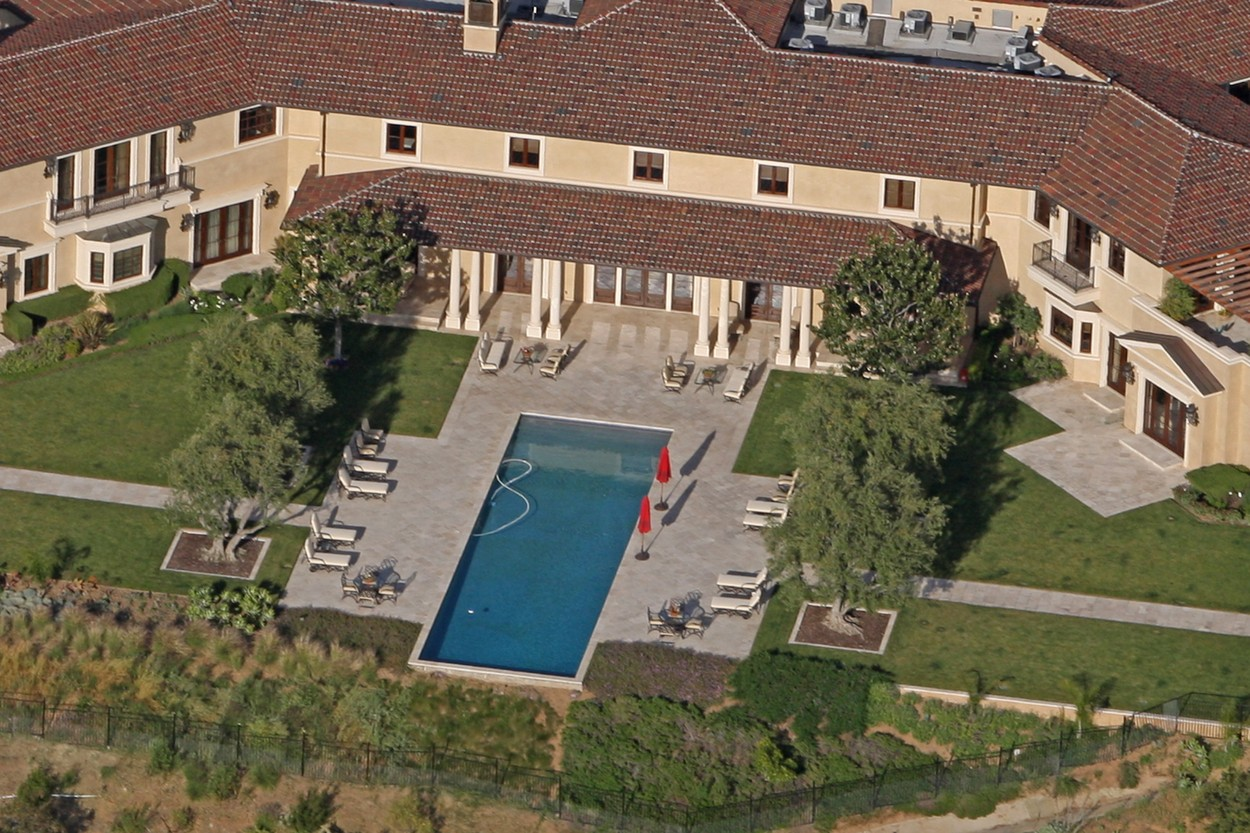 Prince Harry and Meghan Markle have reportedly been staying in an ultra-luxury Beverly Hills mansion that belongs to Tyler Perry, Perry's eight-bedroom, 12-bathroom Tuscan-style villa sits on the top of a hill in the exclusive Beverly Ridge Estates gated community.  Dozen's of A list celebrities live just walking distance from the 22-acre property include Adele, Ashton Kutcher, Mila Kunis, Nicole Richie, Cameron Diaz, Nicole Kidman, Jennifer Lawence and Katy Perry. 07 May 2020, Image: 517896073, License: Rights-managed, Restrictions: World Rights, Model Release: no, Credit line: MEGA / The Mega Agency / Profimedia