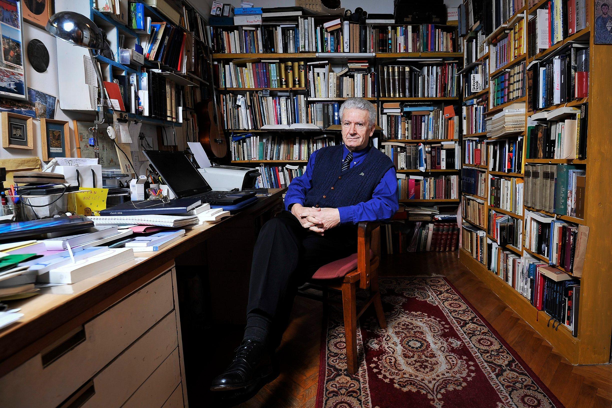 Zagreb, 030215. Prevoditelj Mate Maras, fotografiran u svom domu. Foto: Boris Kovacev / CROPIX