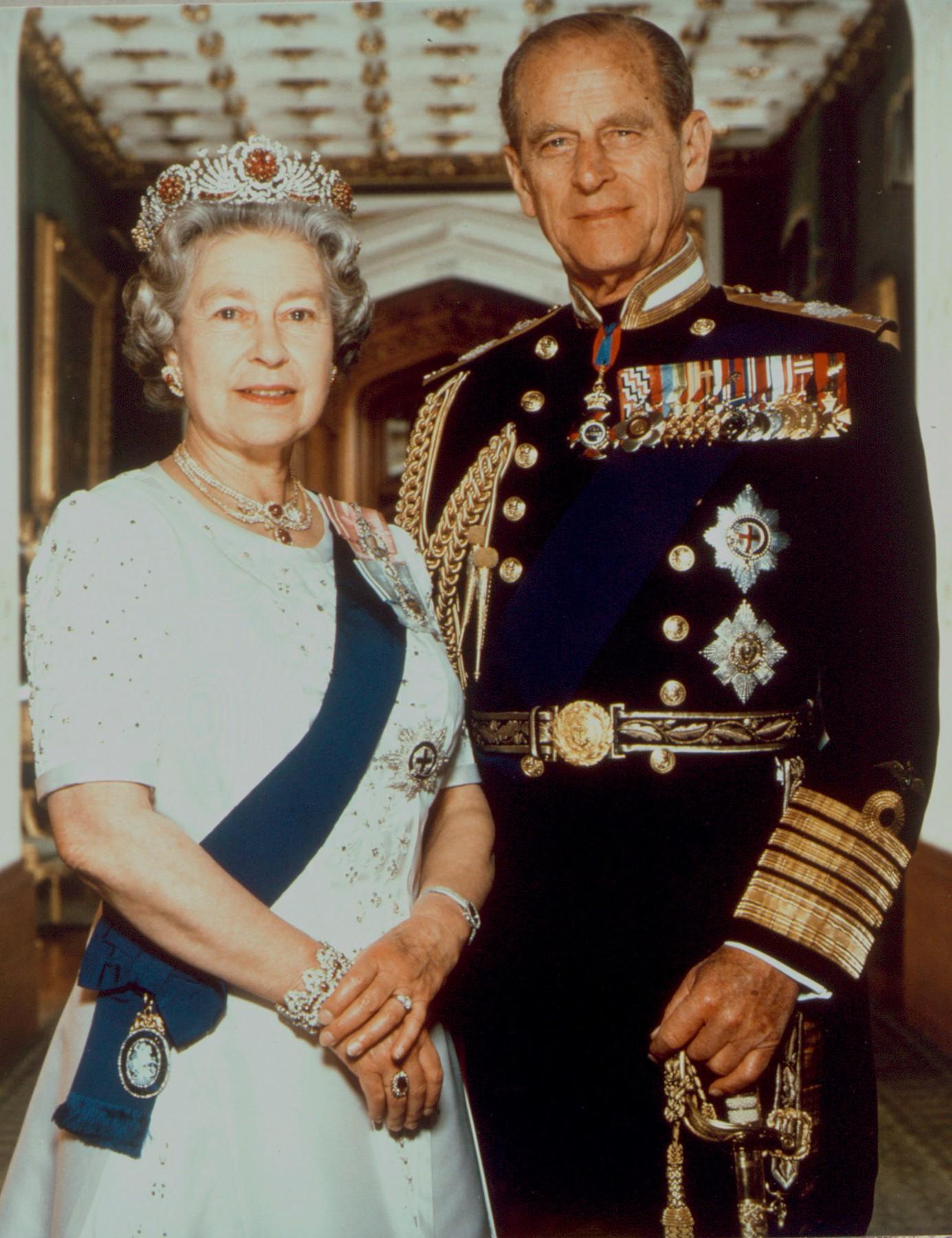 Elisabeth II., Königin (seit 1952) von Großbritannien u. Nordirland; geb. 1926.  Königin Elisabeth II. und Ehemann Prinz Philip im Buckingham Palast.  Foto, um 1993 (Terry O'Neill).,Image: 147690147, License: Rights-managed, Restrictions: For editorial use only., Model Release: no, Credit line: Britische Botschaft / AKG / Profimedia
