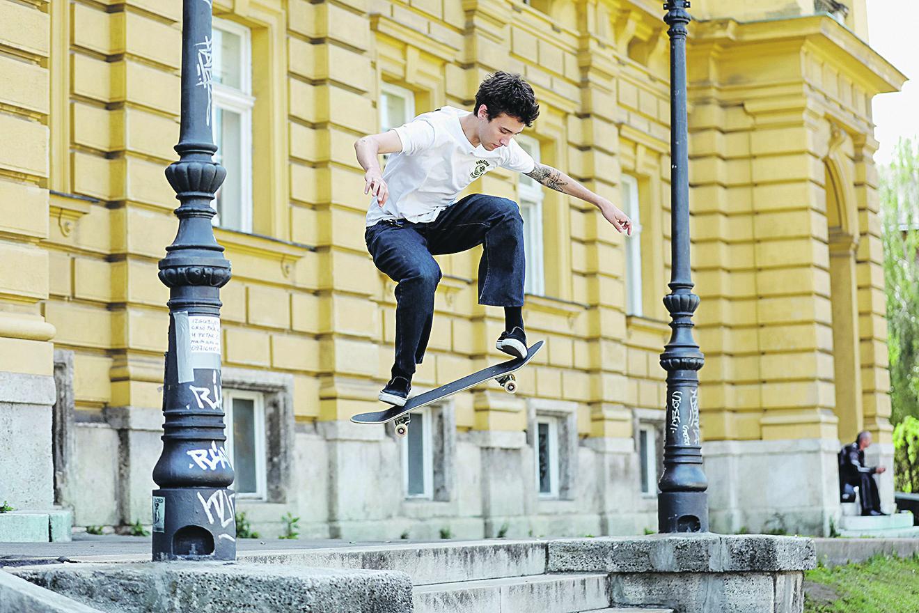 Zagreb, 110620. Trg Republike Hrvatske. Antonio Pekovic, jedan od pokretaca tuluma ispred HNK.  Foto: Marko Todorov / CROPIX
