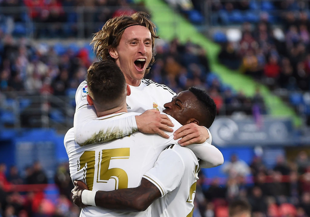 GETAFE, SPAIN - JANUARY 04: Luka Modric of Real Madrid celebrates with teammates after scoring his team's third goal during the La Liga match between Getafe CF and Real Madrid CF at Coliseum Alfonso Perez on January 04, 2020 in Getafe, Spain. (Photo by Denis Doyle/Getty Images)