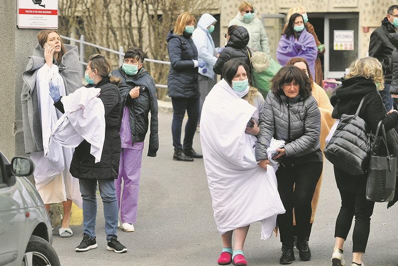 Zagreb, 220320. Petrova bolnica. Evakuacija trudnica iz bolnice zbog potresa. Foto: Goran Mehkek / CROPIX