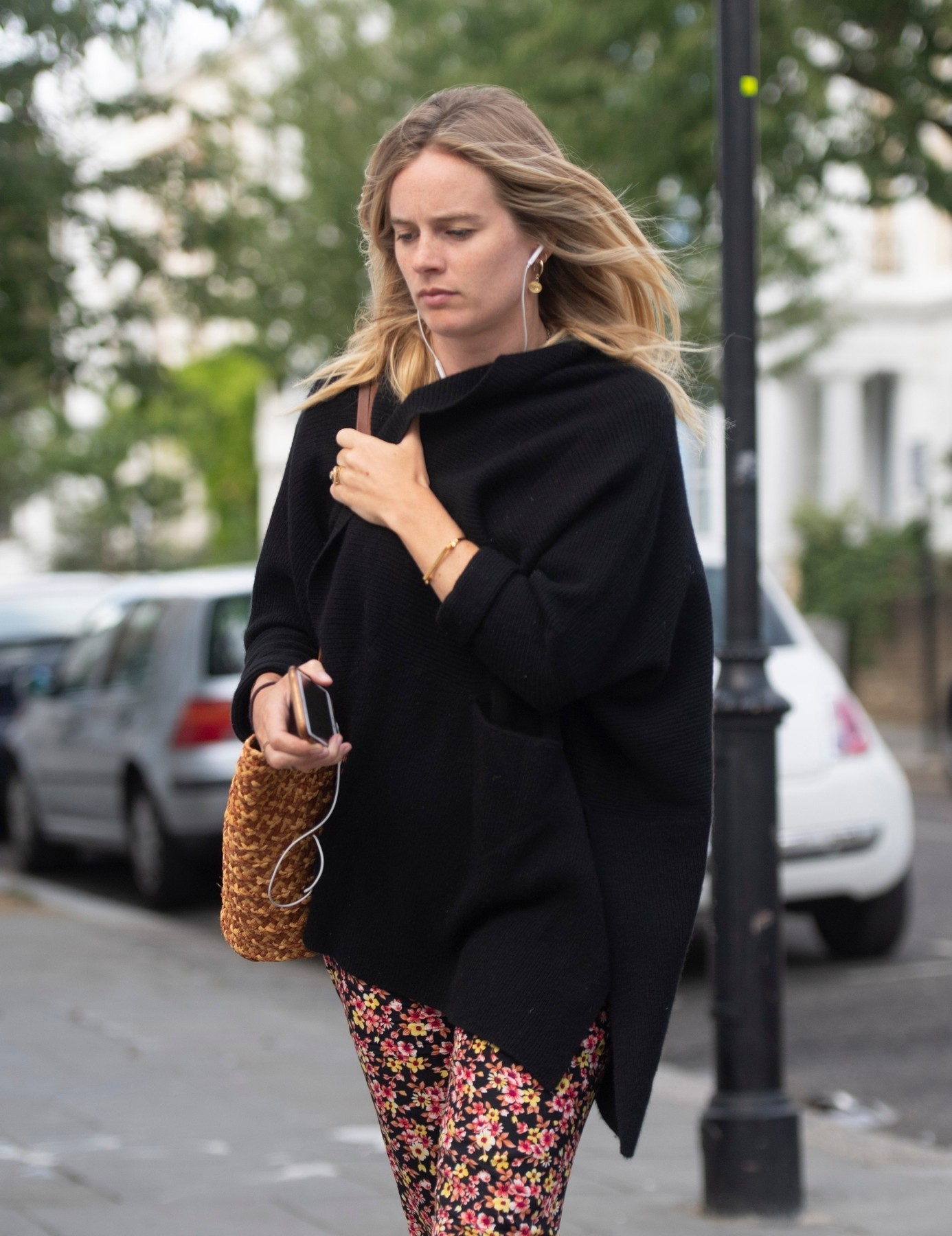 London, UNITED KINGDOM  - *PREMIUM-EXCLUSIVE*  - *MUST CALL FOR PRICING* *STRICTLY NO MAIL ONLINE OR ANY OTHER UK WEBSITES* *STRICTLY NOT AVAILABLE FOR ANY SUBSCRIPTION DEALS*  Newly engaged Cressida Bonas cuddles a fluffy dog as shows off her enormous engagement ring to a friend as close ups reveal stunning detail of the ruby and diamond set ring.   The actress and ex girlfriend of Prince Harry who is set to marry Harry Wentworth Stanley, couldn't hide her joy as she lunched with a friend at an al fresco cafe in Notting Hill.   It is rumoured that ex Prince Harry will attend the wedding with wife Meghan Markle.  *UK Clients - Pictures Containing Children Please Pixelate Face Prior To Publication*,Image: 468106805, License: Rights-managed, Restrictions: RIGHTS: WORLDWIDE EXCEPT IN AUSTRIA, GERMANY, RUSSIA, SWITZERLAND, Model Release: no