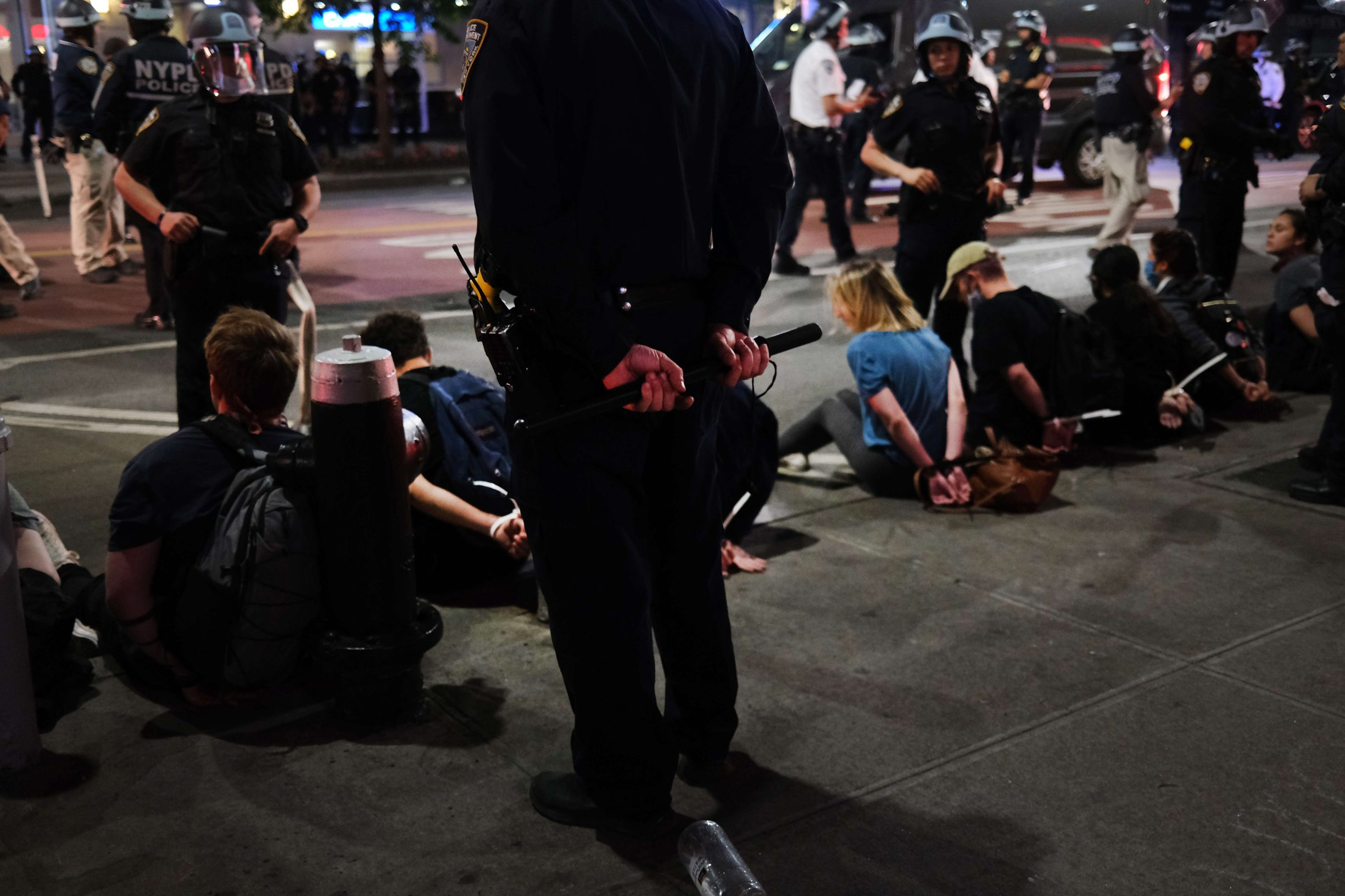 NEW YORK, NEW YORK - JUNE 02: Protesters and others are arrested on a night where thousands of demonstrators again took to the streets of Manhattan to show anger at the police killing of George Floyd on June 02, 2020 in New York City. The Minneapolis Police officer ,Derek Chauvin, who was filmed kneeling on George Floyd's neck before he died has been arrsted. Floyd's death, the most recent in a series of deaths of black Americans while in police custody, has set off days and nights of protests across the country.   Spencer Platt/Getty Images/AFP == FOR NEWSPAPERS, INTERNET, TELCOS & TELEVISION USE ONLY ==