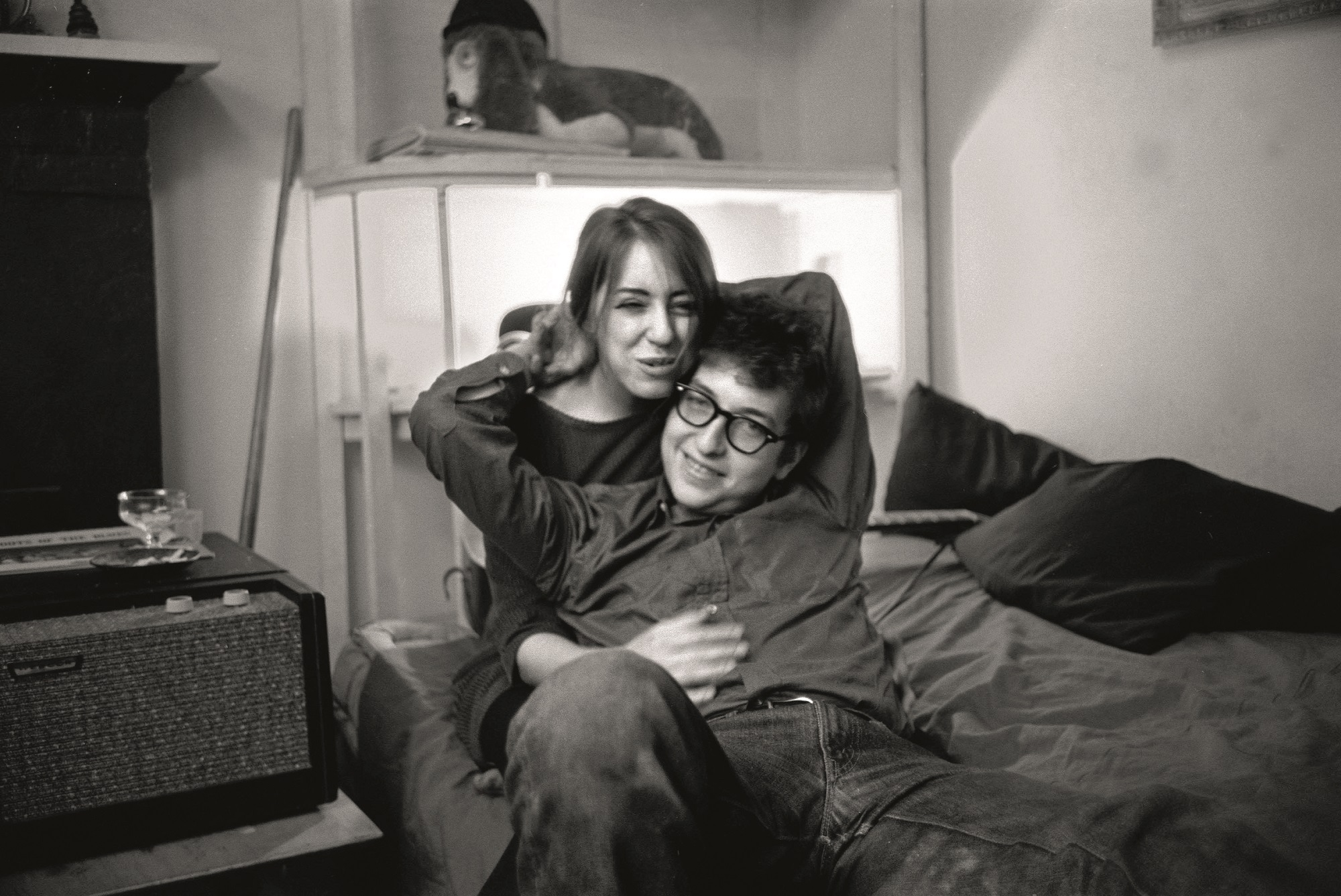 January 1962, New York, New York, USA: Bob Dylan lived in Greenwich Village with girlfriend Suze Rotolo, just a few months before he released his self-titled debut album. Rotolo who was Dylan's inspiration for some of the his love songs, Don't Think Twice, It's All Right, Boots of Spanish Leather and Tomorrow Is a Long Time died at 67, on February 28, 2011. She appeared with Dylan on the iconic cover of his 1963 breakthrough LP The Freewheelin' Bob Dylan. He met her after a gig whe she was 17 and they spent three years together. He later wrote that meeting her