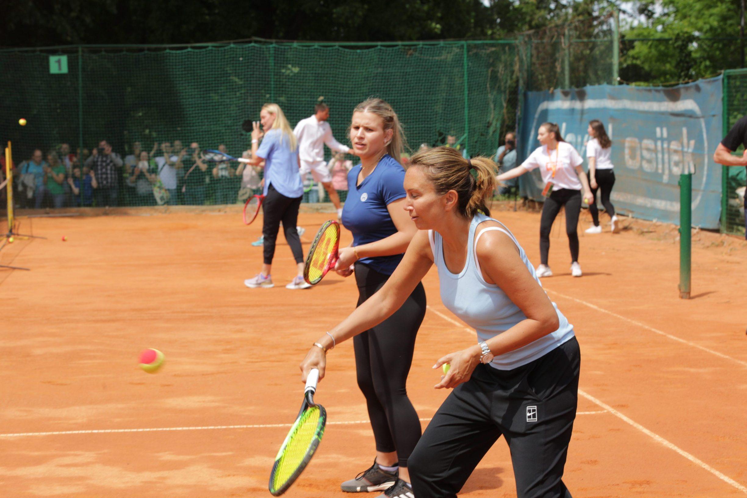 Osijek, 040620. Tenis. Humanitarni turnir Hrvatski premier Tenis. Na fotografiji: okupljanje tenisaca pred pocetak turnira, Iva Majoli, Goran Ivanisevic. Foto: Vlado Kos / CROPIX
