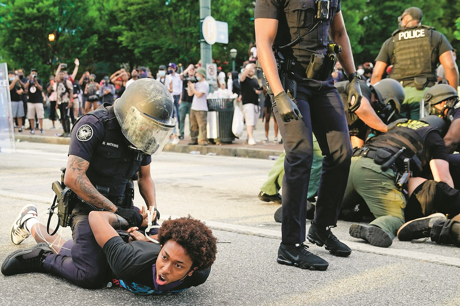 ATLANTA, GA - MAY 30: Police detain demonstrators for being in the street during a protest in response to the police killing of George Floyd on May 30, 2020 in Atlanta, Georgia. Across the country, protests have erupted following the recent death of George Floyd while in police custody in Minneapolis, Minnesota in the most recent in a series of deaths of black Americans by the police.   Elijah Nouvelage/Getty Images/AFP == FOR NEWSPAPERS, INTERNET, TELCOS & TELEVISION USE ONLY ==