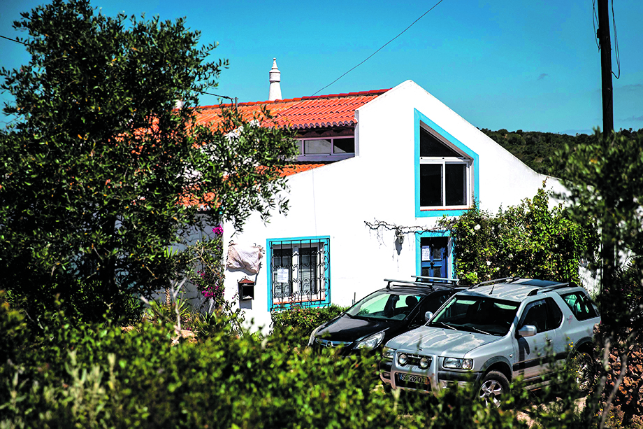 Picture shows the house where a German suspect, related to the Briton Madeleine McCan case, was living when the three-year-old girl disappeared in 2007, near Lagos, Portugal, on June 5, 2020. - Portuguese justice said to be questioning witnesses as part of the investigation into the 2007 disappearance of the British girl Madeleine McCann, whose case re-emerged on May 3, 202 with the identification of a new German suspect. (Photo by CARLOS COSTA / AFP)
