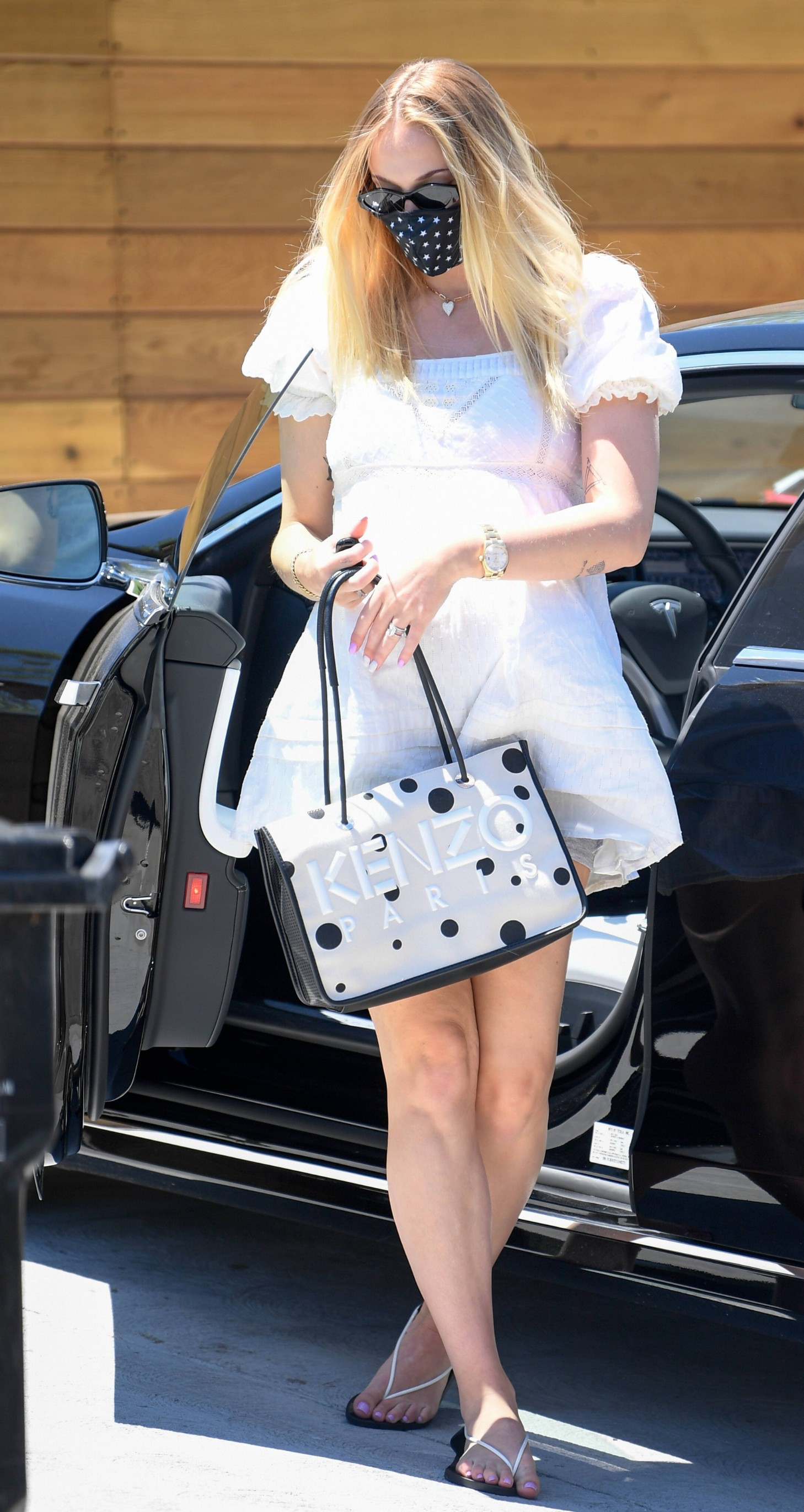 EXCLUSIVE: Joe Jonas and Sophie Turner meet up with friends for lunch at Lodge Bread Company. Before lunch they spent an hour and a half at Nick and Priyanka's new home. 12 Jul 2020,Image: 542453561, License: Rights-managed, Restrictions: World Rights, Model Release: no, Credit line: MEGA / The Mega Agency / Profimedia