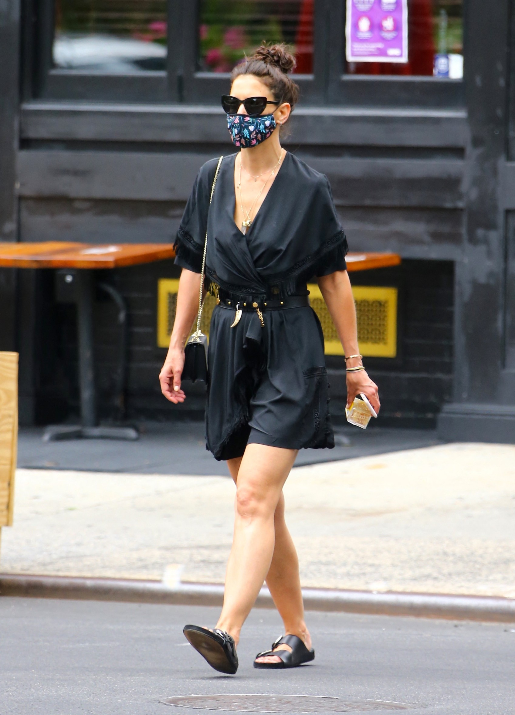 U.S actress Katie Holmes with face mask is walking in Soho, New York on July 15, 2020.,Image: 543562580, License: Rights-managed, Restrictions: , Model Release: no, Credit line: Dylan Travis/ABACA / Abaca Press / Profimedia