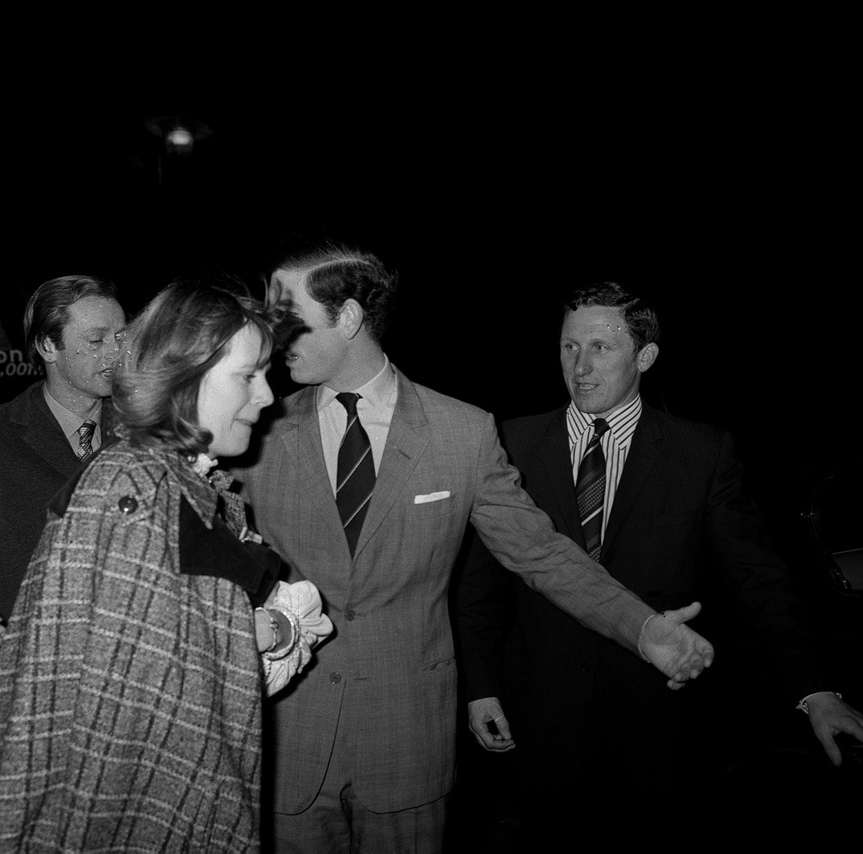 PA NEWS PHOTO 14/2/75  CAMILLA PARKER-BOWLES AND THE PRINCE OF WALES LEAVING THE NEW LONDON THEATRE IN DRURY LANE AFTER ATTENDING THE DEJA REVUE,Image: 105905962, License: Rights-managed, Restrictions: , Model Release: no, Credit line: PA Archive/Press Association Images / PA Images / Profimedia