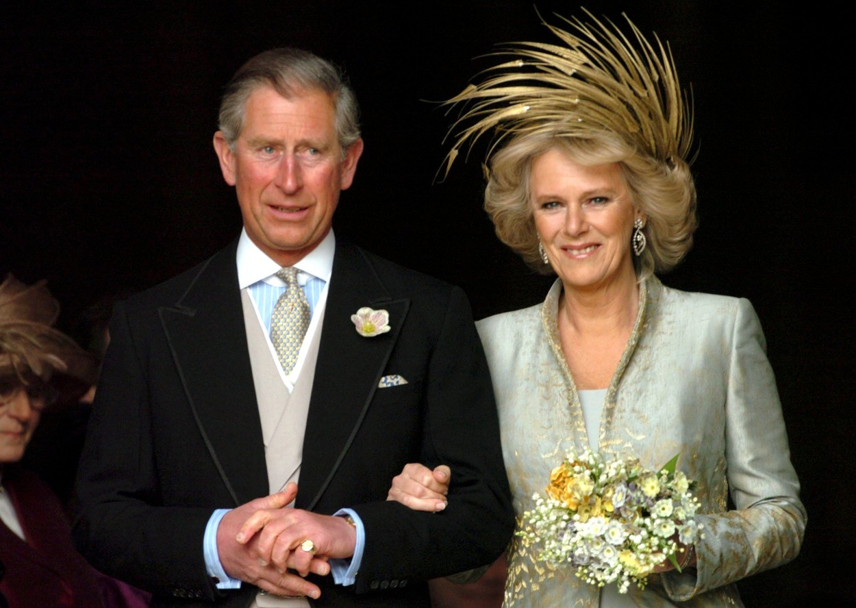 Prince Charles and Camilla, Duchess of Cornwall after their blessing at St George's Chapel THE ROYAL WEDDING OF PRINCE CHARLES AND CAMILLA PARKER BOWLES, WINDSOR, BRITAIN - 09 APR 2005  MARRIAGE GOLD METALLIC FEATHER FEATHERS SWAROWSKI DIAMOND DIAMONDS HEADDRESS HAT BRITISH,Image: 221369524, License: Rights-managed, Restrictions: , Model Release: no, Credit line: - / Shutterstock Editorial / Profimedia