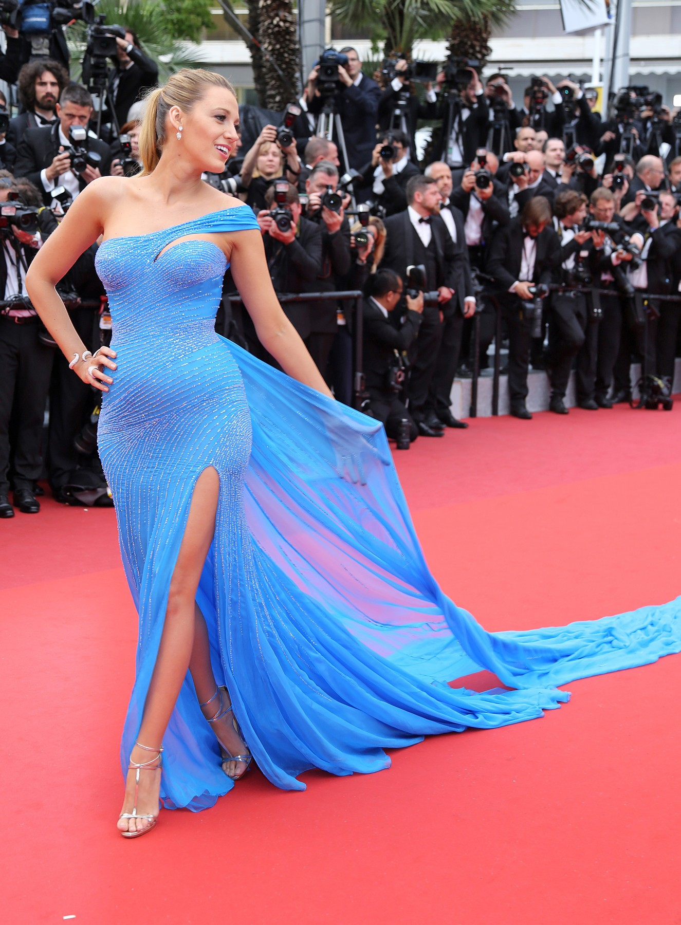Blake Lively arrives on the red carpet before the screening of the film