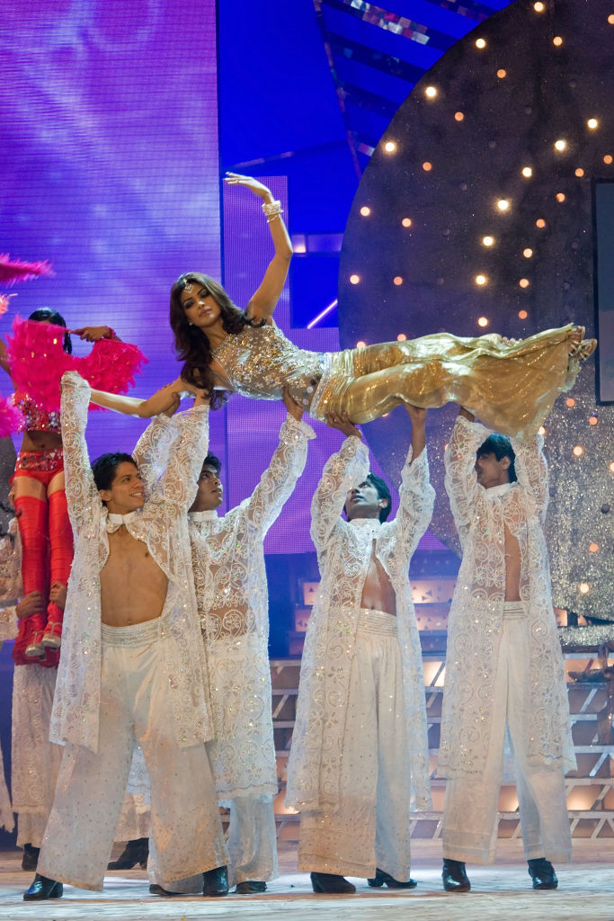 MUMBAI, INDIA - APRIL 05:  Bollywood actress Priyanka Chopra (L) performs during the Pantaloons Femina Miss India Contest 2009 at the Andheri Sports Complex on April 5, 2009 in Mumbai, India.  (Photo by Ritam Banerjee/Getty Images)