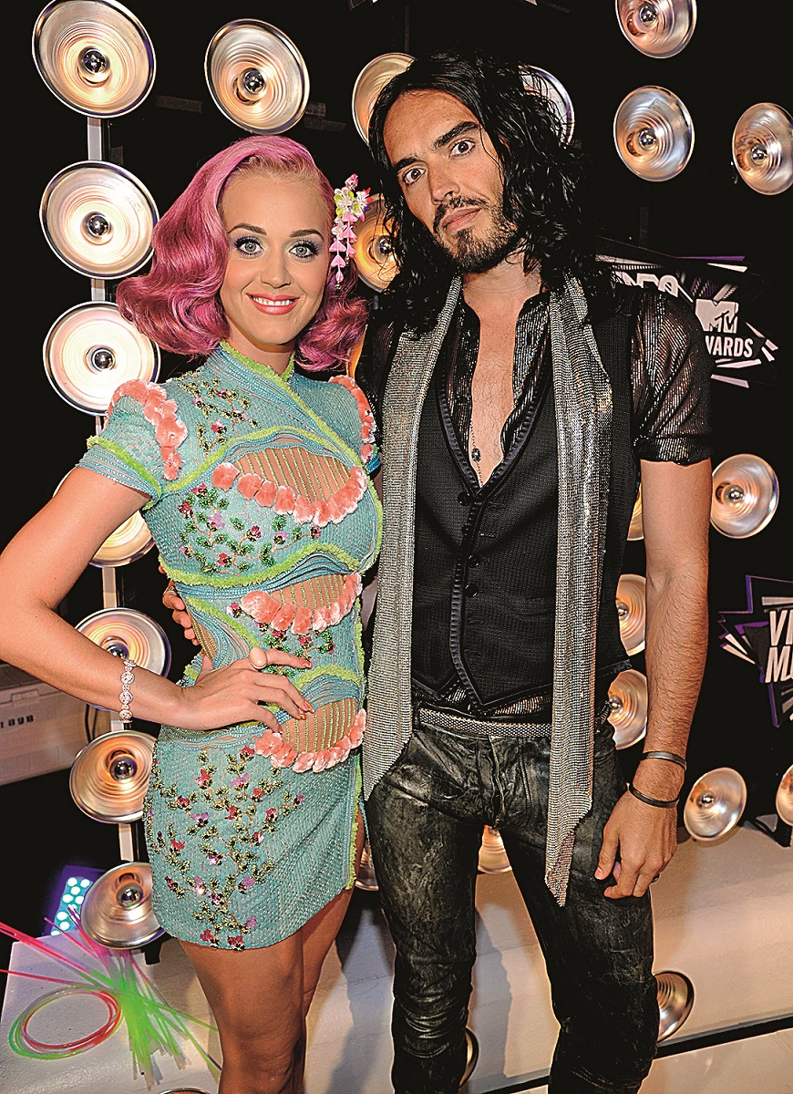 Katy Perry and Russell Brand arrives at the The 28th Annual MTV Video Music Awards at Nokia Theatre L.A. LIVE on August 28, 2011 in Los Angeles, California.