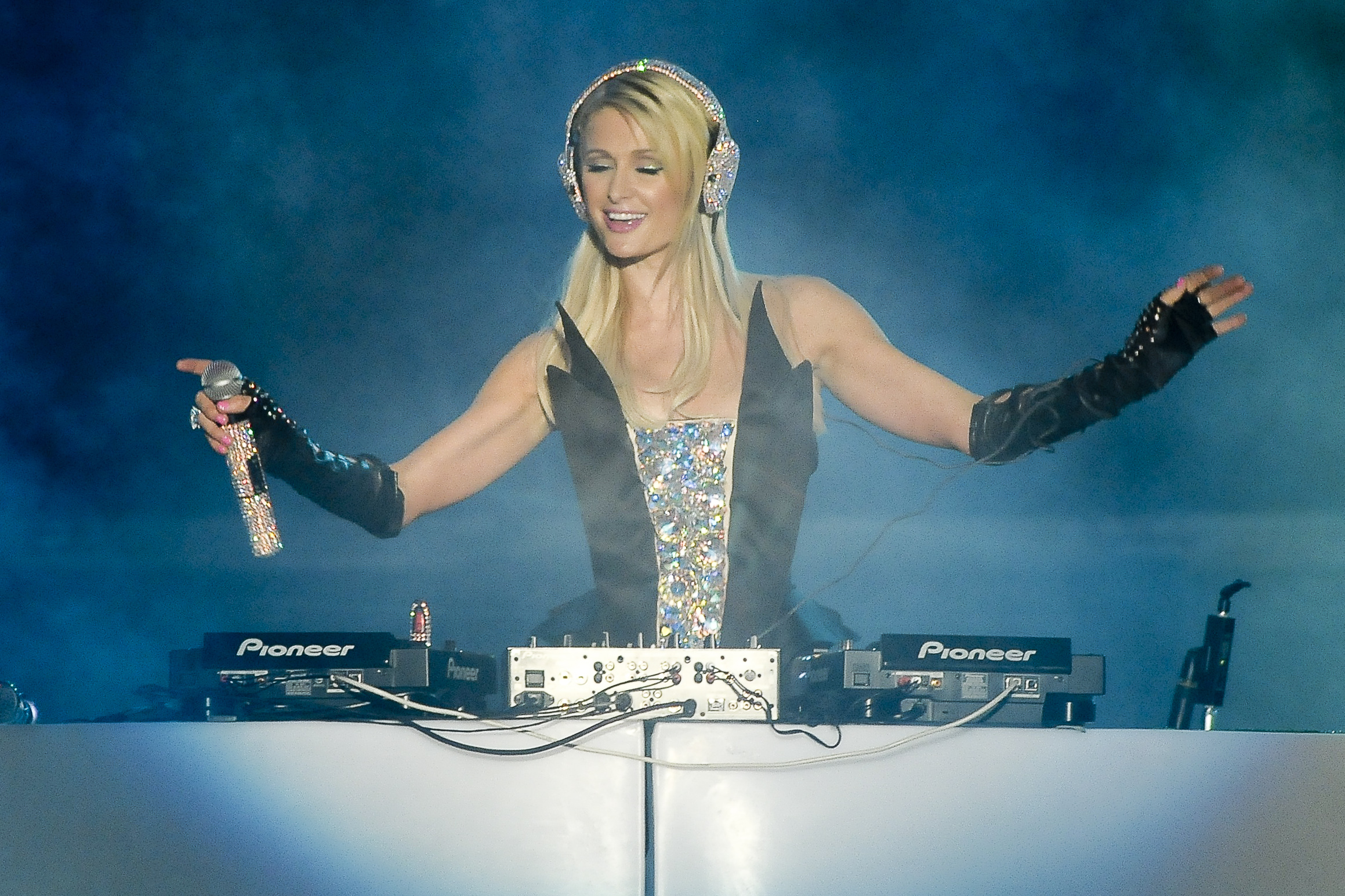 Sao Paulo, Brazil - Paris Hilton showing off her DJ skills at  Pop Music Festival in Sao Paulo.            June 23, 2012,Image: 136870730, License: Rights-managed, Restrictions: NO Latin USA, NO Latin America, Model Release: no, Credit line: GADE / Backgrid USA / Profimedia