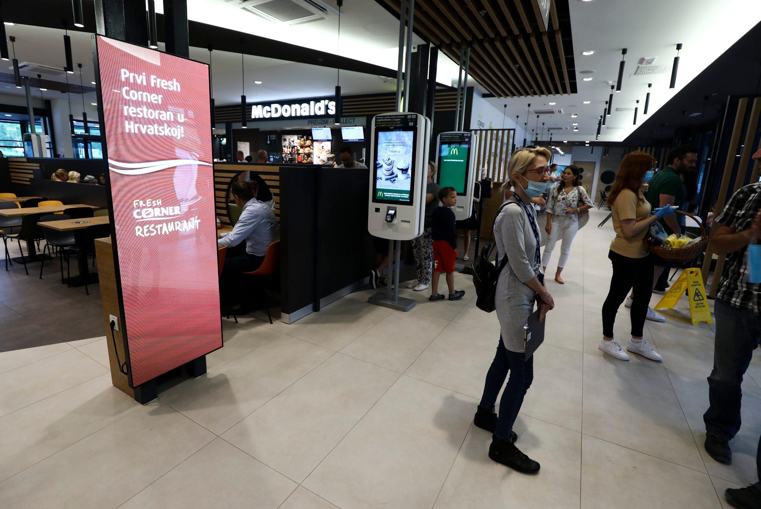 Vukova Gorica, 030720. Otvorenje moderniziranog prodajnog mjesta INA Vukova Gorica na kojoj je Fresh Corner i McDonalds. Na fotografiji: Fresh Corner. Foto: Zeljko Puhovski / CROPIX
