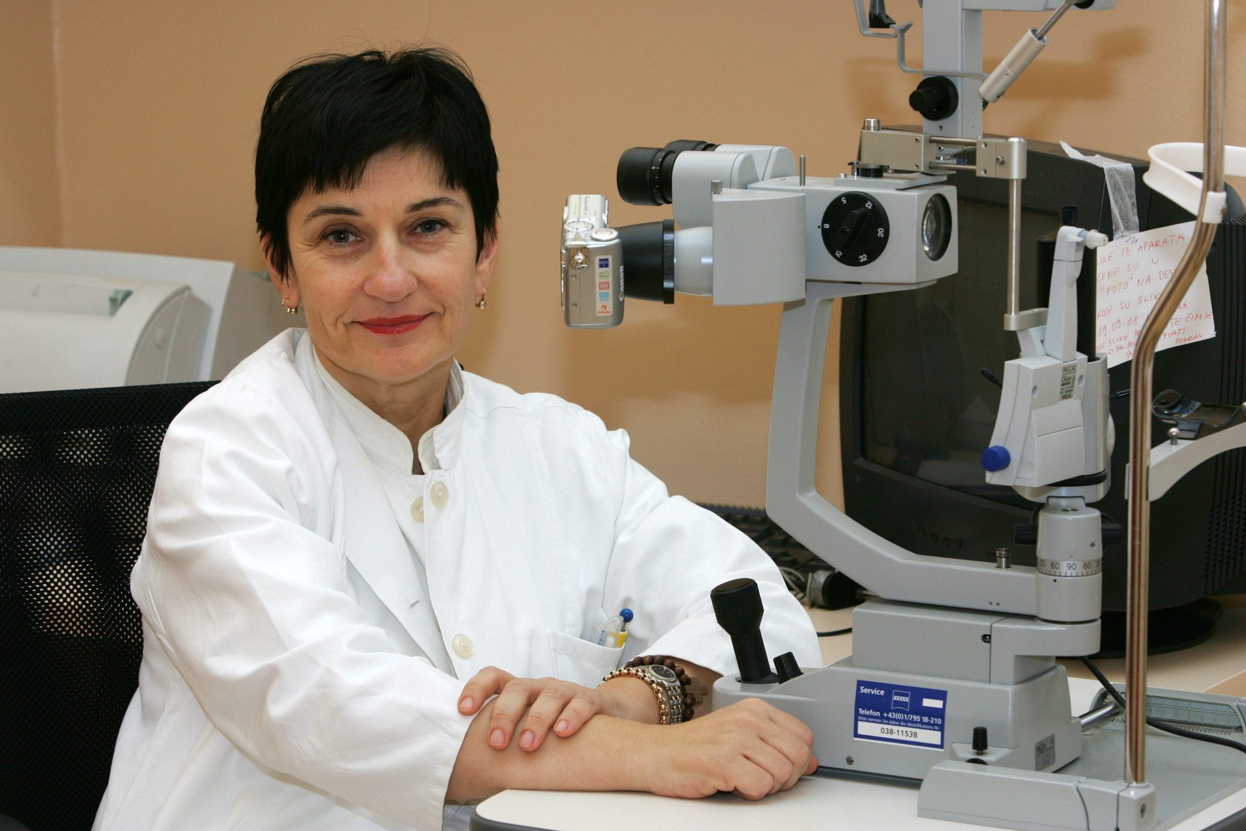 Zagreb, 091208. Katja Novak Lausic, doktor oftamolog na ocnom odjelu bolnice Sestara milosrdnica (Vinogradska). Foto: Davor Pongracic / Cropix