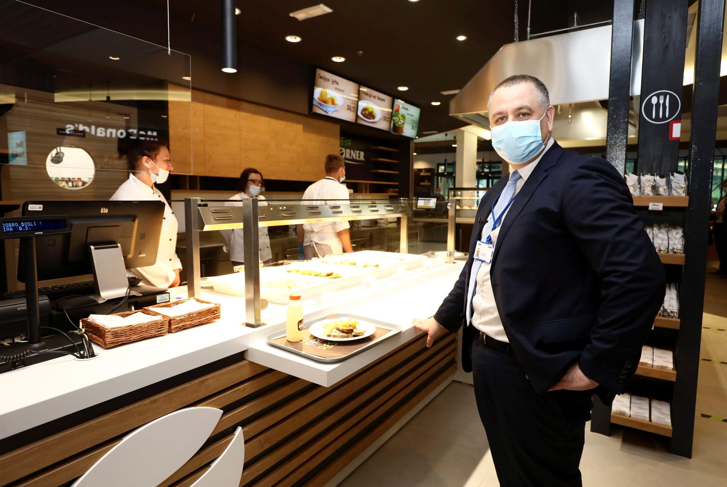 Vukova Gorica, 030720. Otvorenje moderniziranog prodajnog mjesta INA Vukova Gorica na kojoj je Fresh Corner i McDonalds. Foto: Zeljko Puhovski / CROPIX