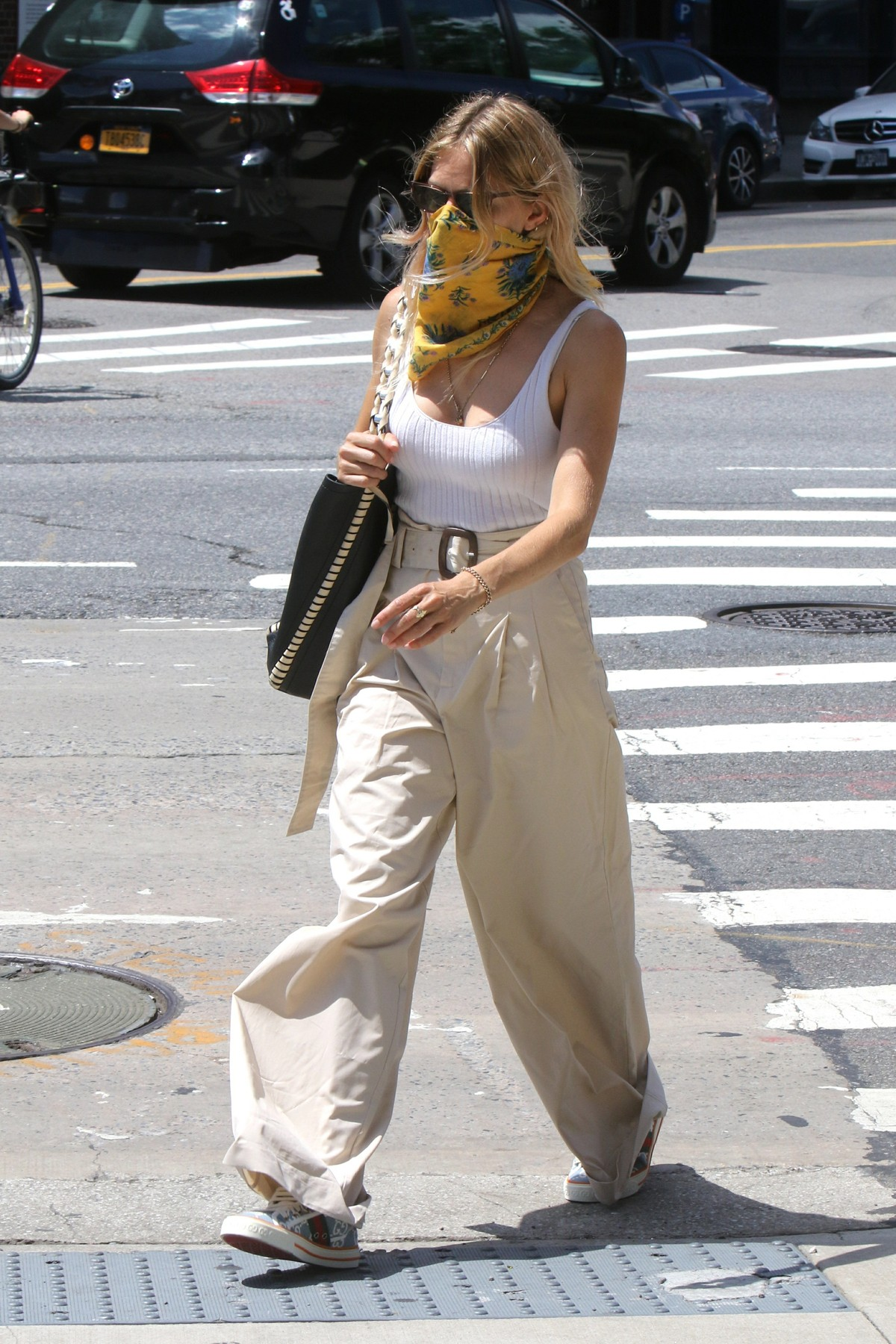 , New York, NY - 20200728 Sienna Miller and Tom Sturridge pictured out and about in the West Village.  -PICTURED: Sienna Miller  -,Image: 547987225, License: Rights-managed, Restrictions: , Model Release: no, Credit line: Jose Perez/INSTARimages.com / INSTAR Images / Profimedia