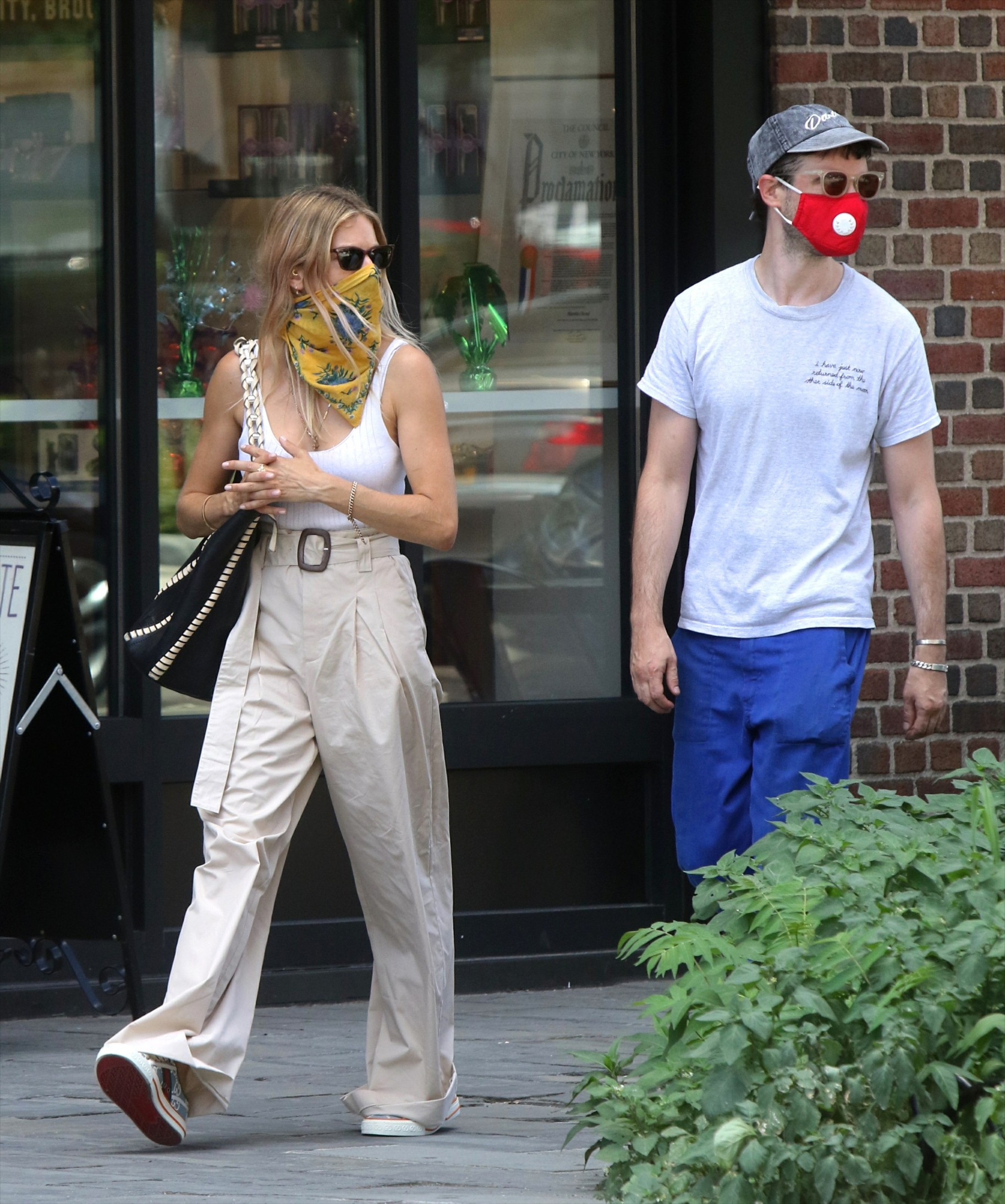 , New York, NY - 20200728 Sienna Miller and Tom Sturridge pictured out and about in the West Village.  -PICTURED: Sienna Miller, Tom Sturridge  -,Image: 547987173, License: Rights-managed, Restrictions: , Model Release: no, Credit line: Jose Perez/INSTARimages.com / INSTAR Images / Profimedia