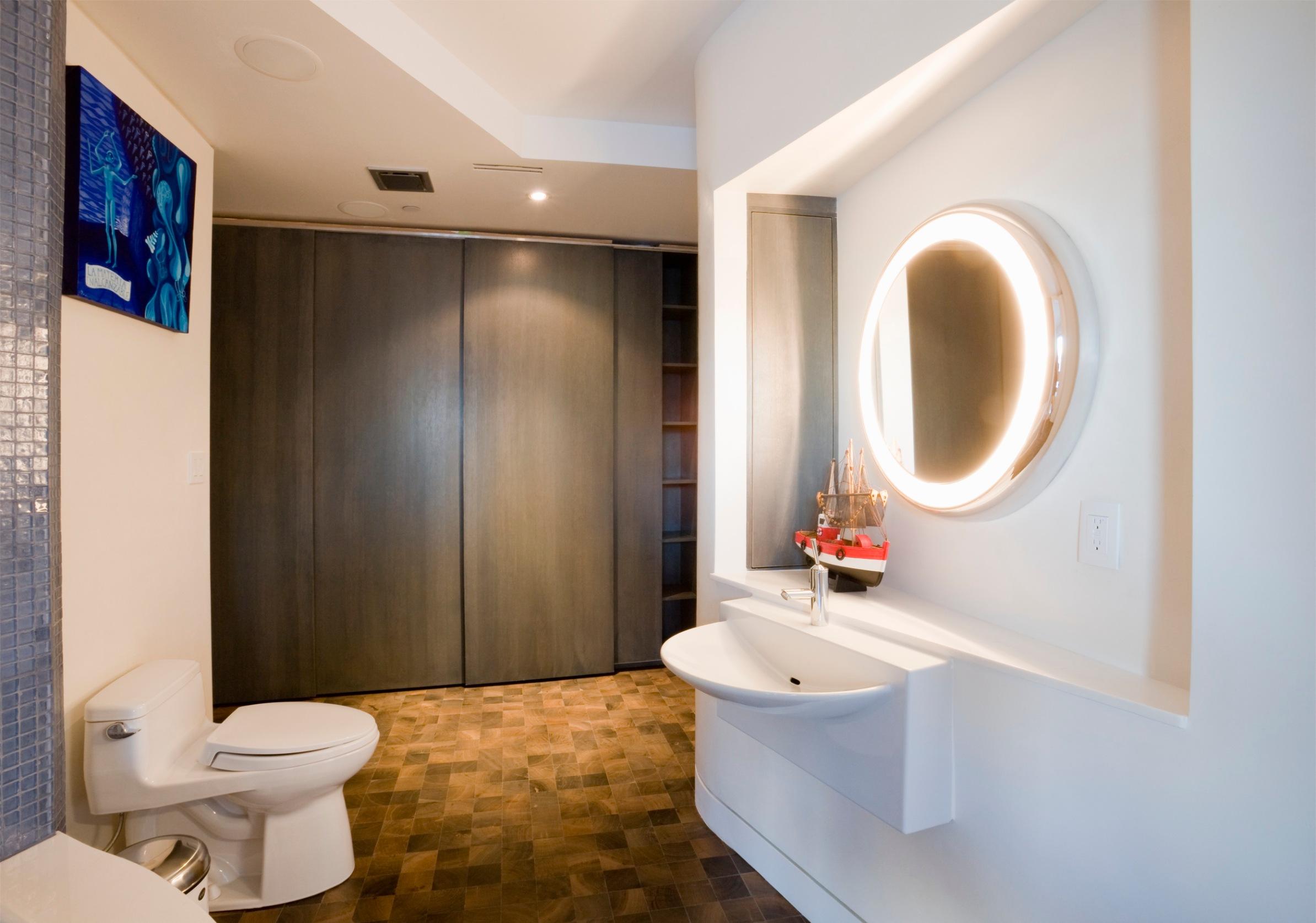 [Seattle, Washington, USA] Modern bathroom
