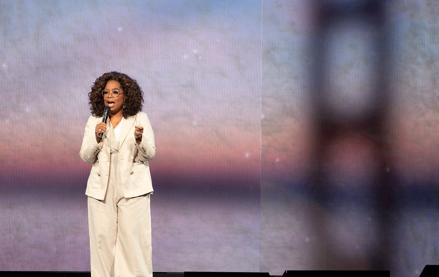 February 22, 2020, San Francisco, CA, USA: SAN FRANCISCO, CALIFORNIA - FEBRUARY 22: Oprah Winfrey speaks onstage during ''Oprah's 2020 Vision: Your Life in Focus'' tour at Chase Center on February 22, 2020 in San Francisco, California. Photo: imageSPACE,Image: 500326782, License: Rights-managed, Restrictions: , Model Release: no, Credit line: Imagespace / Zuma Press / Profimedia